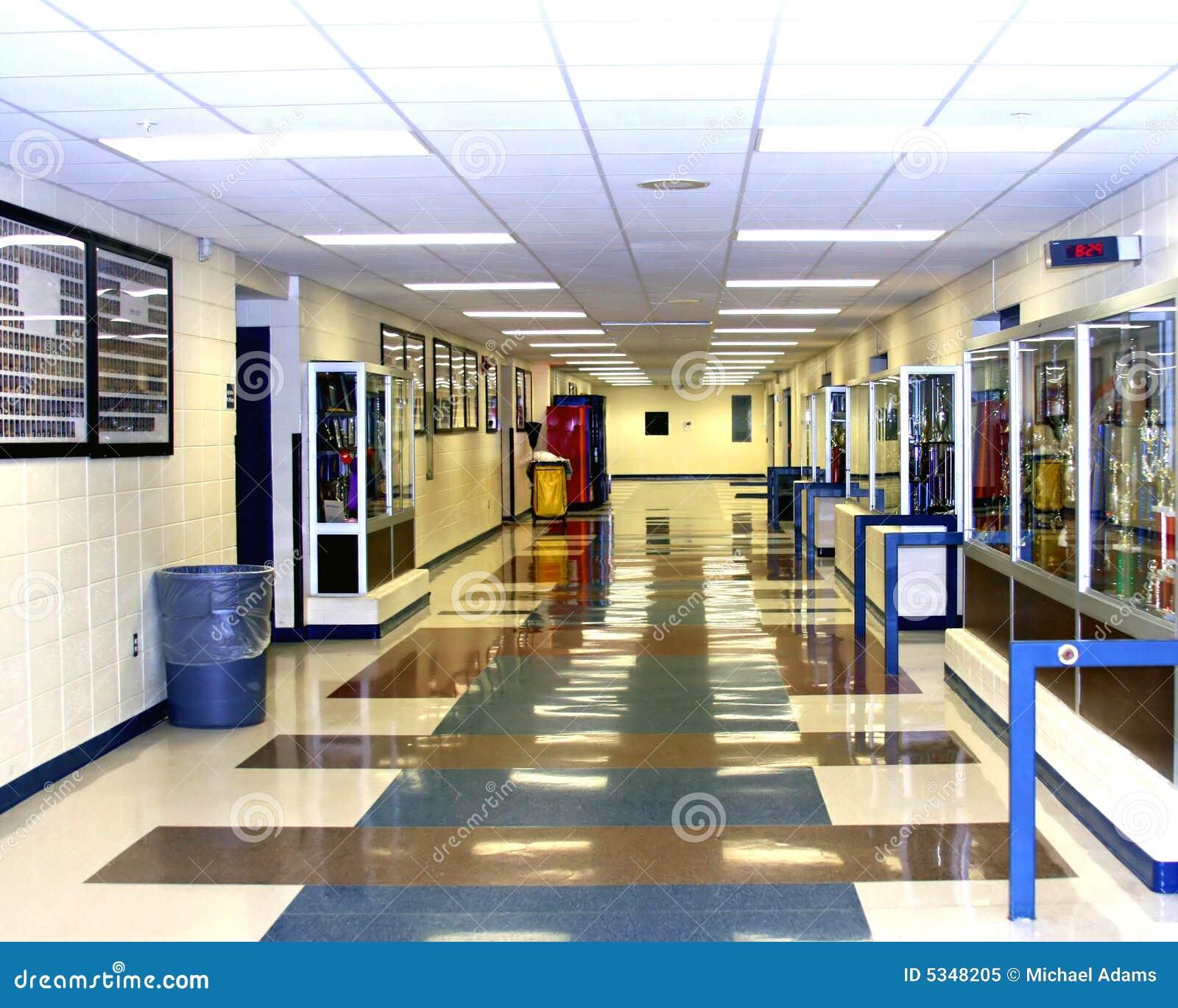 De gang van de middelbare school royalty vrije stock foto afbeelding 5348205 - Decoreer een gang ingang ...