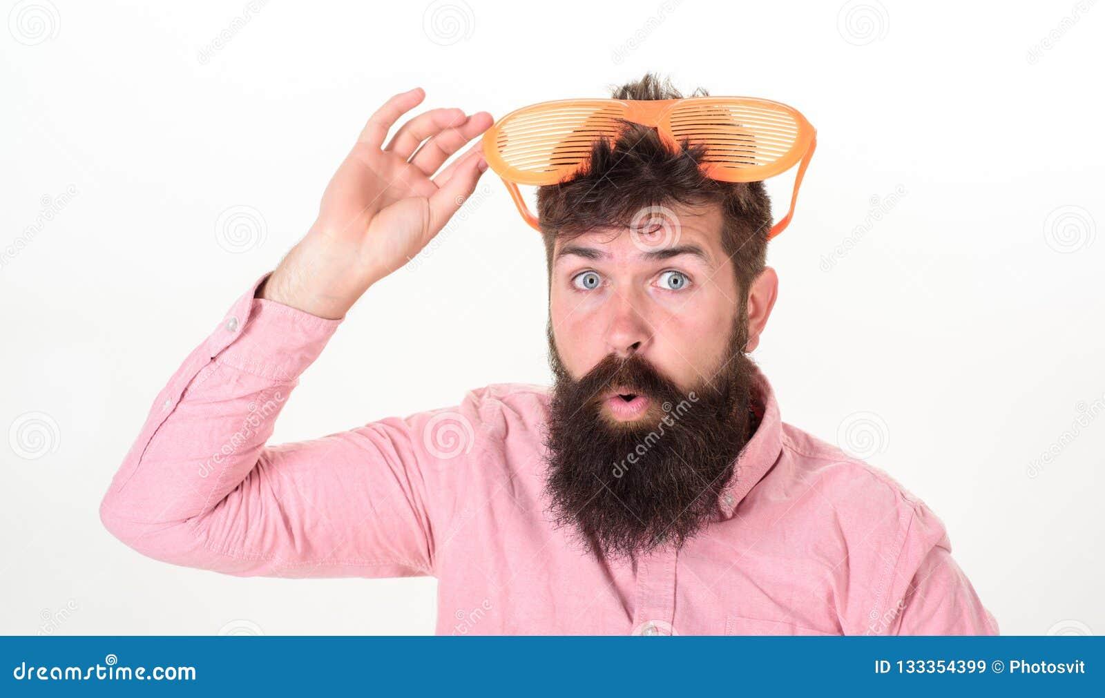De gebaarde zonnebril van de mensenslijtage Hoe te voor uw volgende vakantie klaar te worden Het blind van de Hipsterslijtage ste