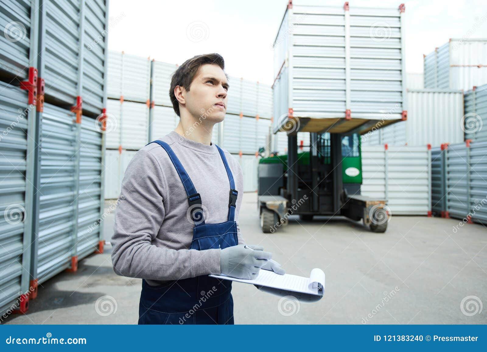De geconcentreerde controlerende lading van de opslagarbeider