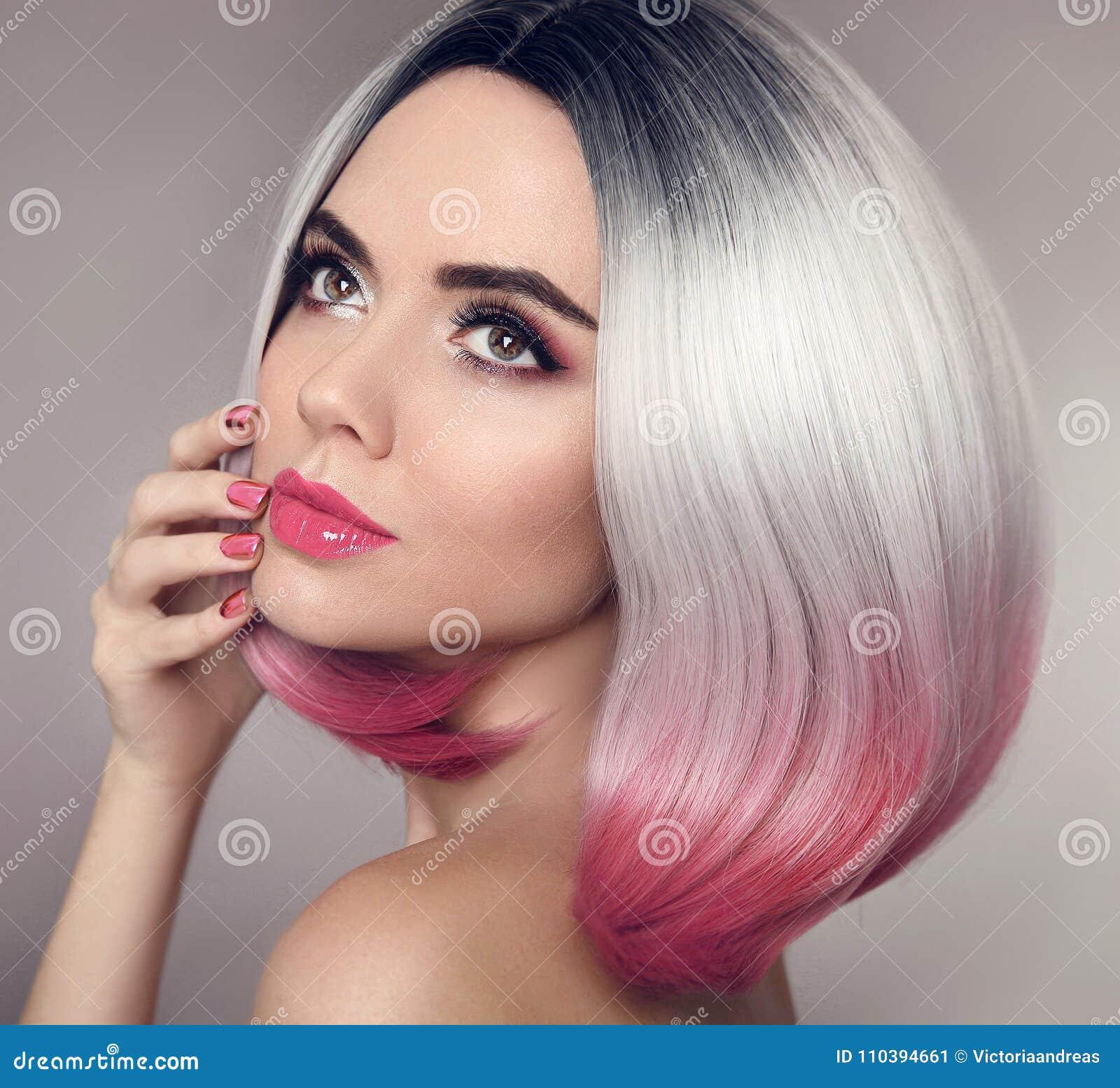 De gekleurde Ombre-uitbreidingen van het loodjeshaar Manicurespijkers De Make-up van de schoonheid