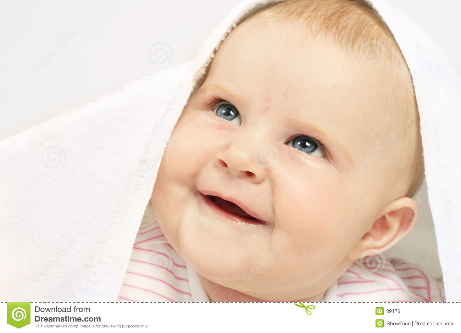 De gekregen blauwe ogen van de baby