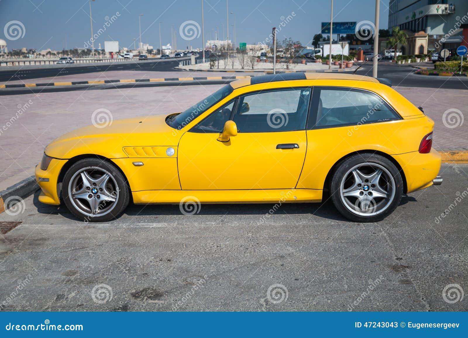 De Gele Auto Van Bmw Z3 M Coupe Redactionele Stock Foto