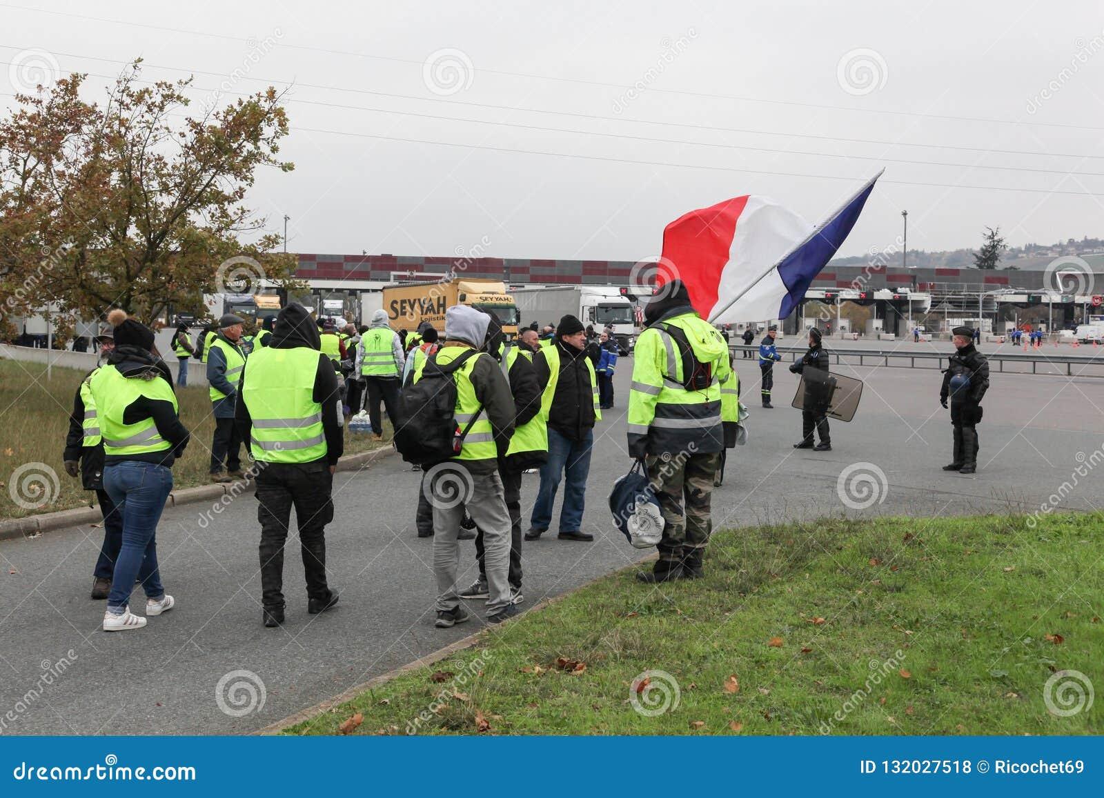 De gele dierenartsen protesteren tegen hogere brandstofprijzen in Frankrijk