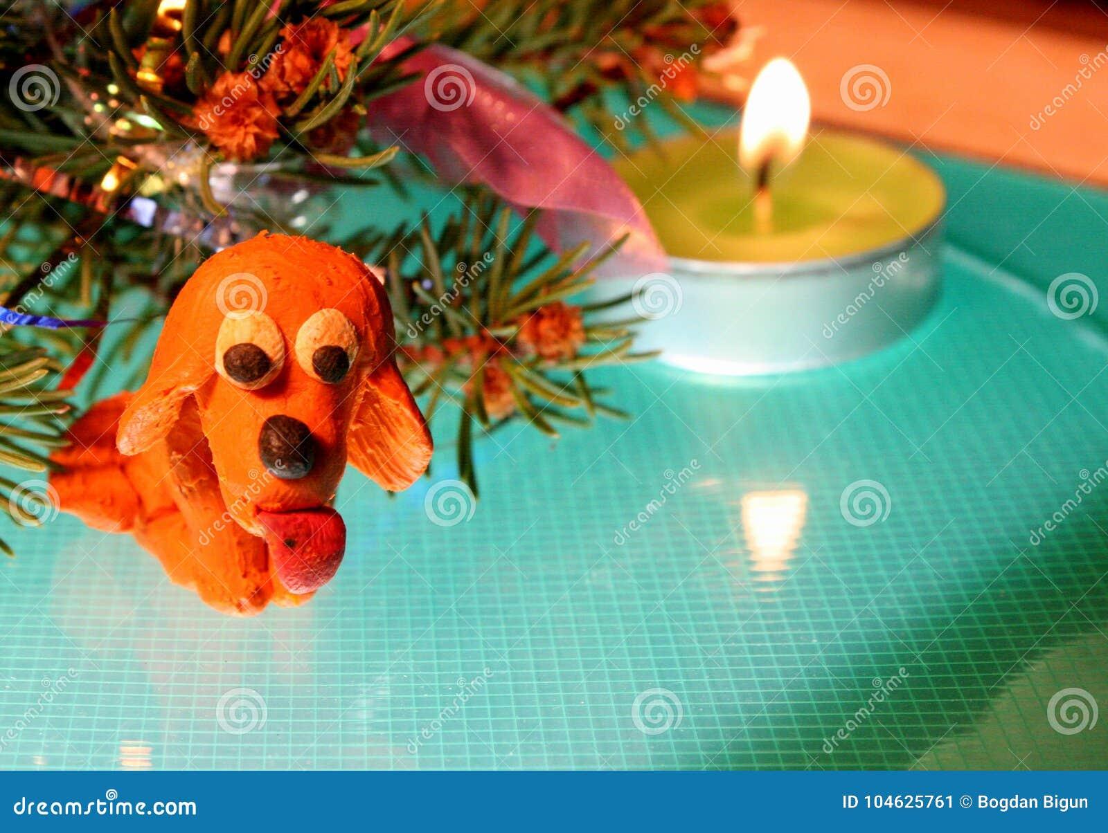 Download De gele hond is plasticine stock afbeelding. Afbeelding bestaande uit origineel - 104625761