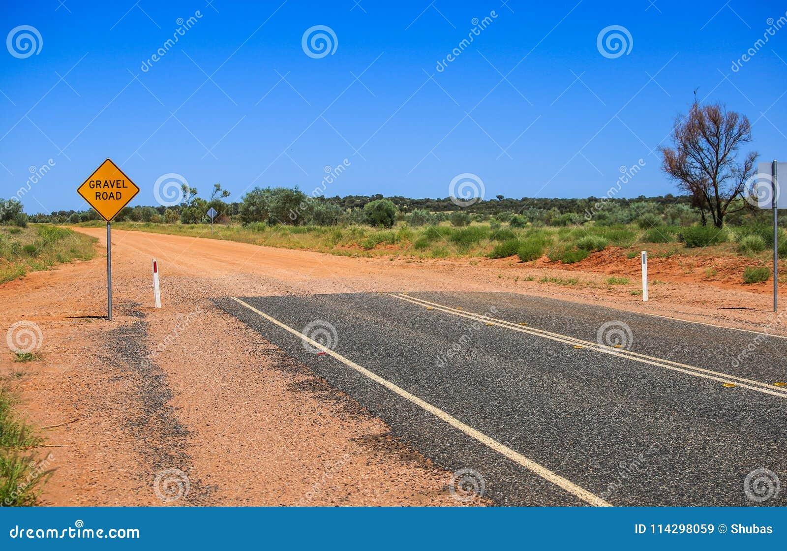 De gele weg van het tekengrint Waarschuw het eind van een goede weg