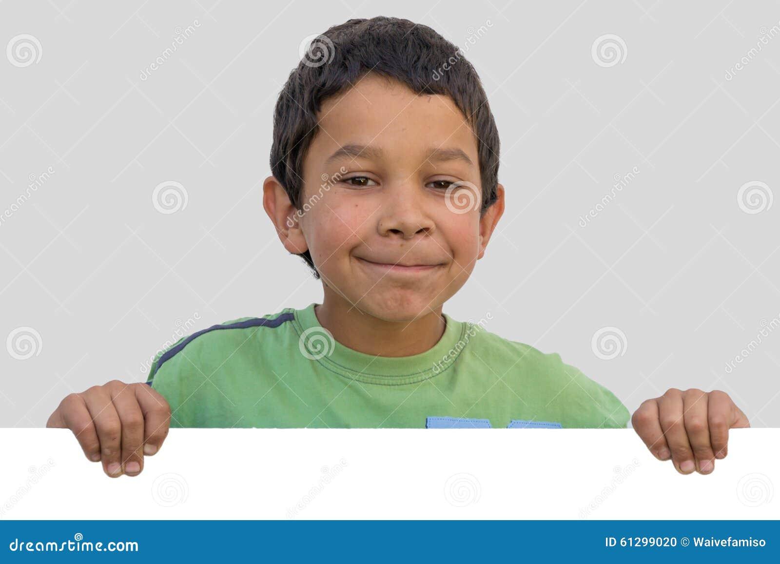De gelukkige jongen van het zigeunerkind met leeg document stock foto afbeelding 61299020 - De kamer van de jongen ...