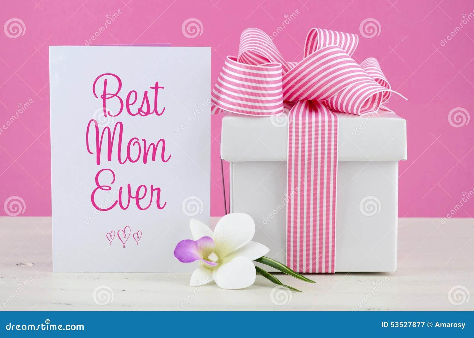 De gelukkige roze en witte gift van de Moedersdag met groetkaart