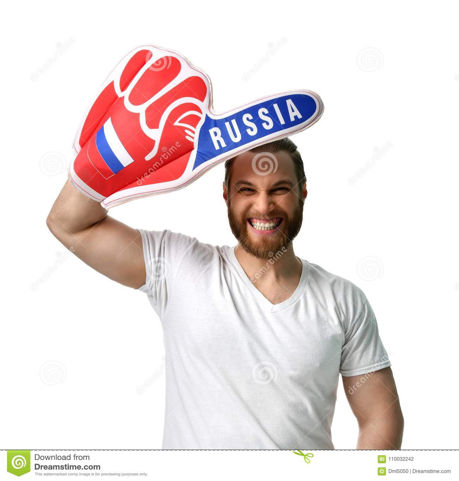De gelukkige ventilator die van het mensenvoetbal nummer één dragen het Russische schuimvinger het glimlachen vieren