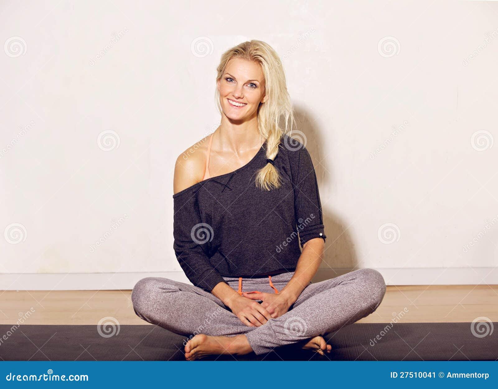 De gelukkige Vrouw van de Yoga