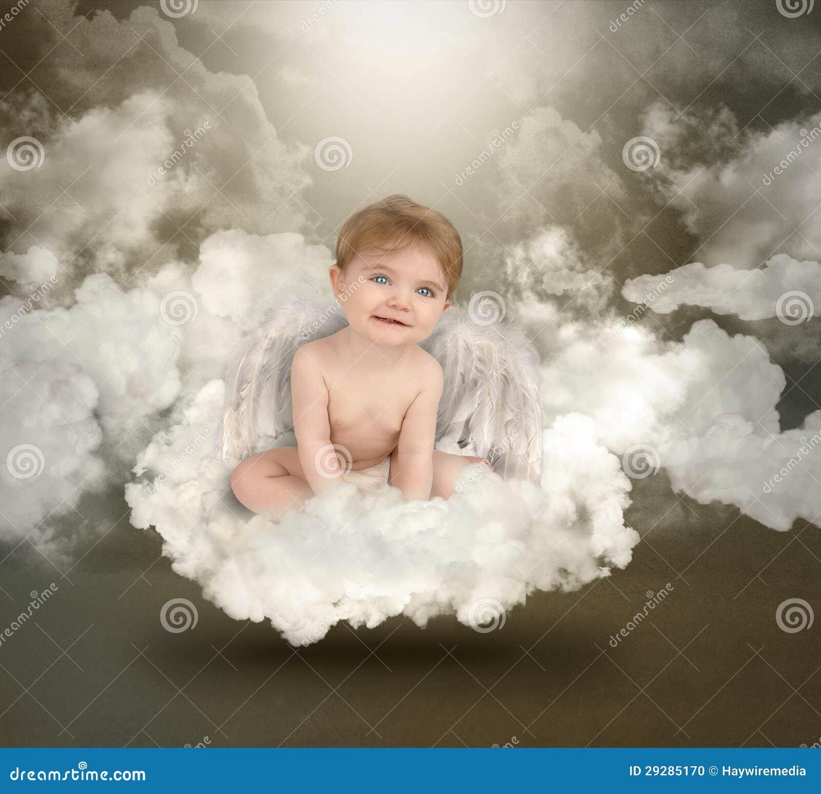 De gelukkige zitting van de baby van de engel op wolken stock foto afbeelding 29285170 - Fotos van de bebe garcon ...
