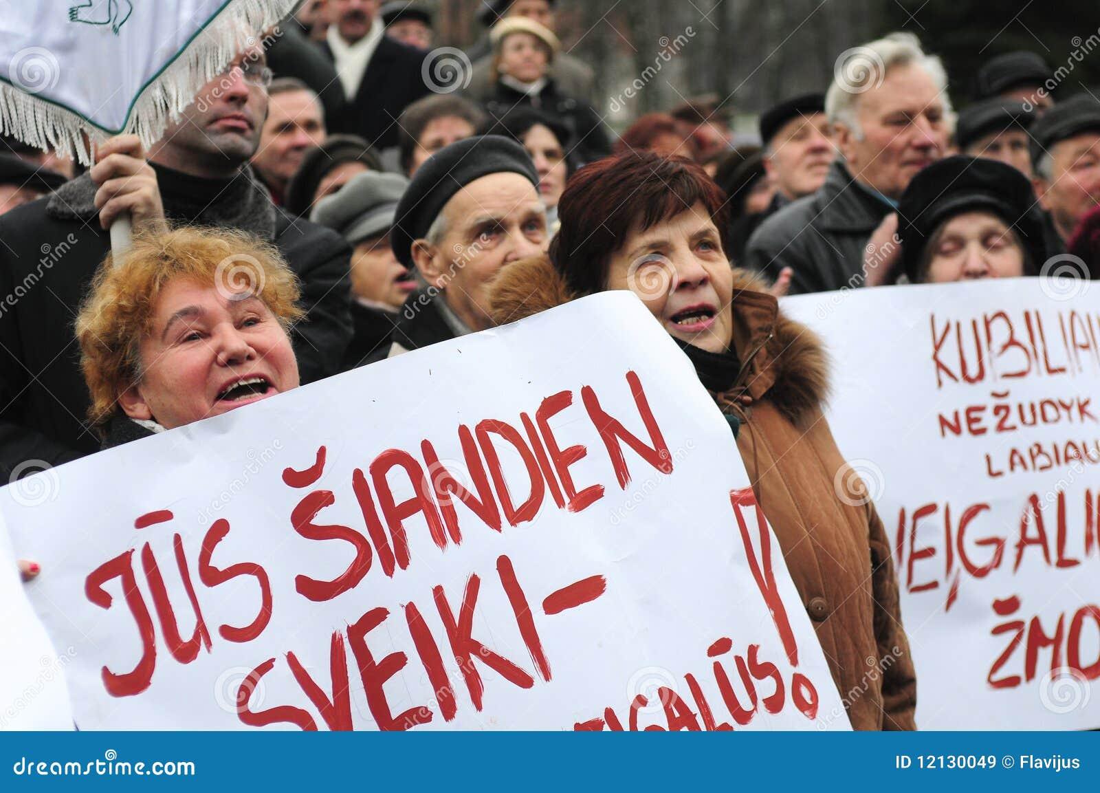 De gepensioneerden protesteren