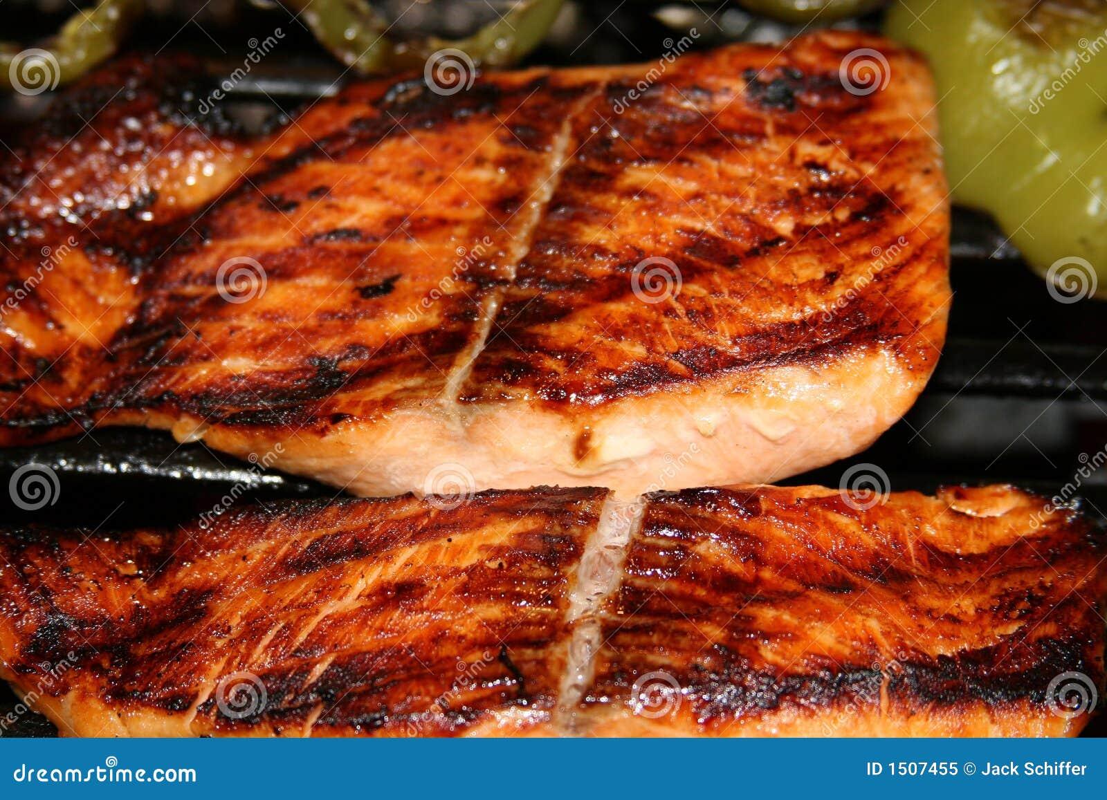De geroosterde Lapjes vlees van de Zalm