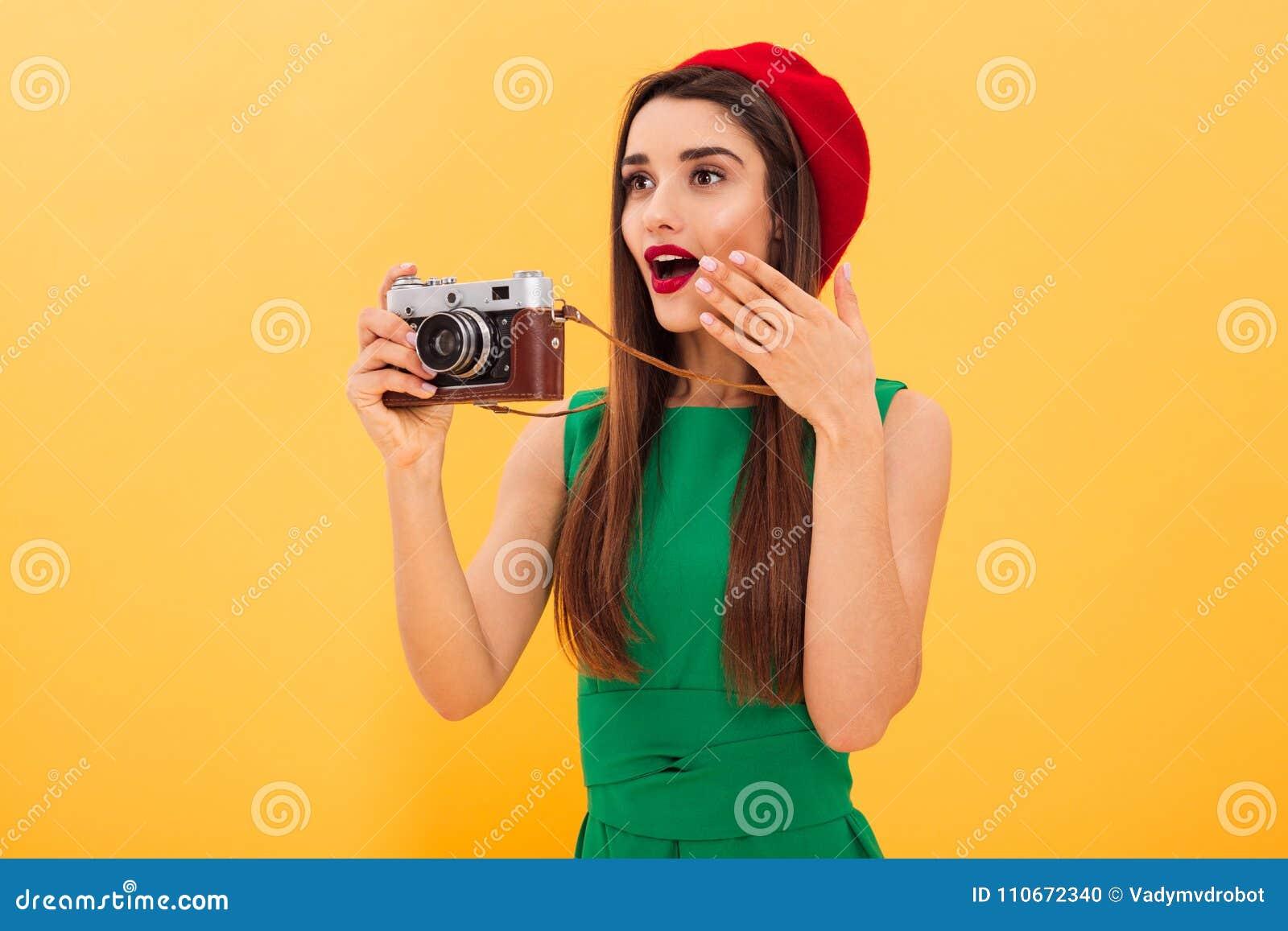 De geschokte jonge toerist van de vrouwenfotograaf