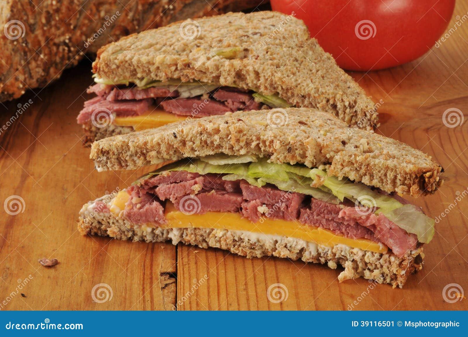 De gesneden sandwich van het braadstukrundvlees