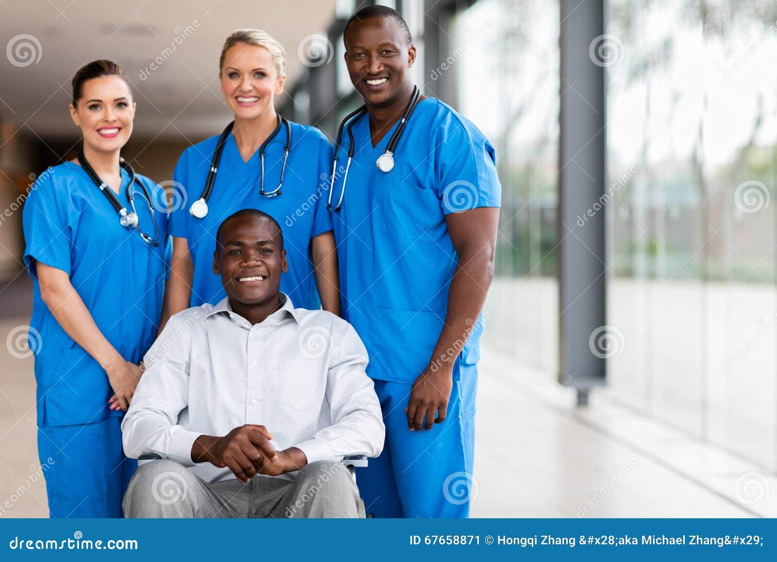 De gezondheidsarbeiders maakten patiënt onbruikbaar
