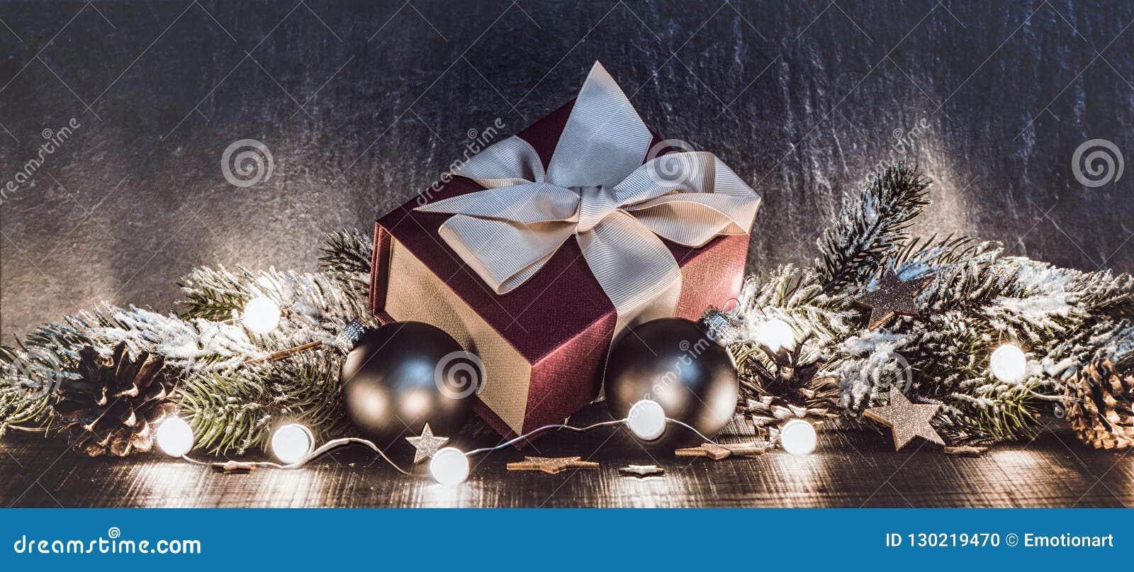De gift en de decoratie van Kerstmis