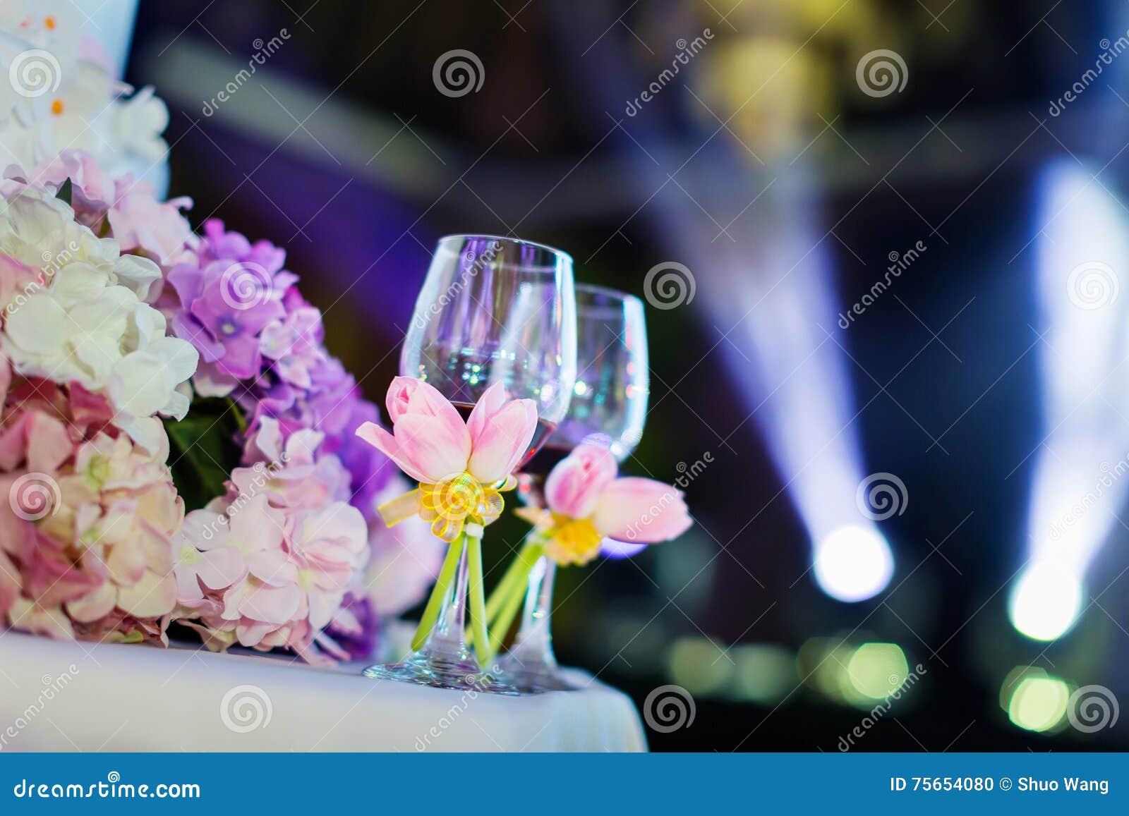 De glazen van de huwelijkschampagne