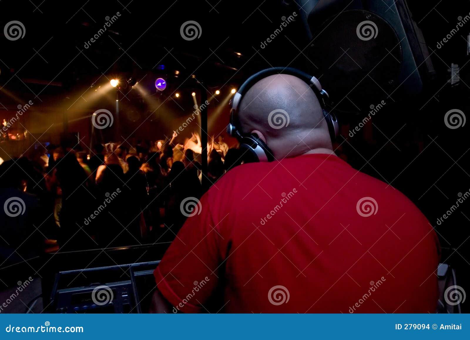 De god is DJ