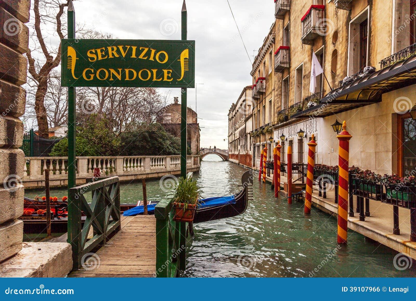 De gondeldienst, Venetië, Italië
