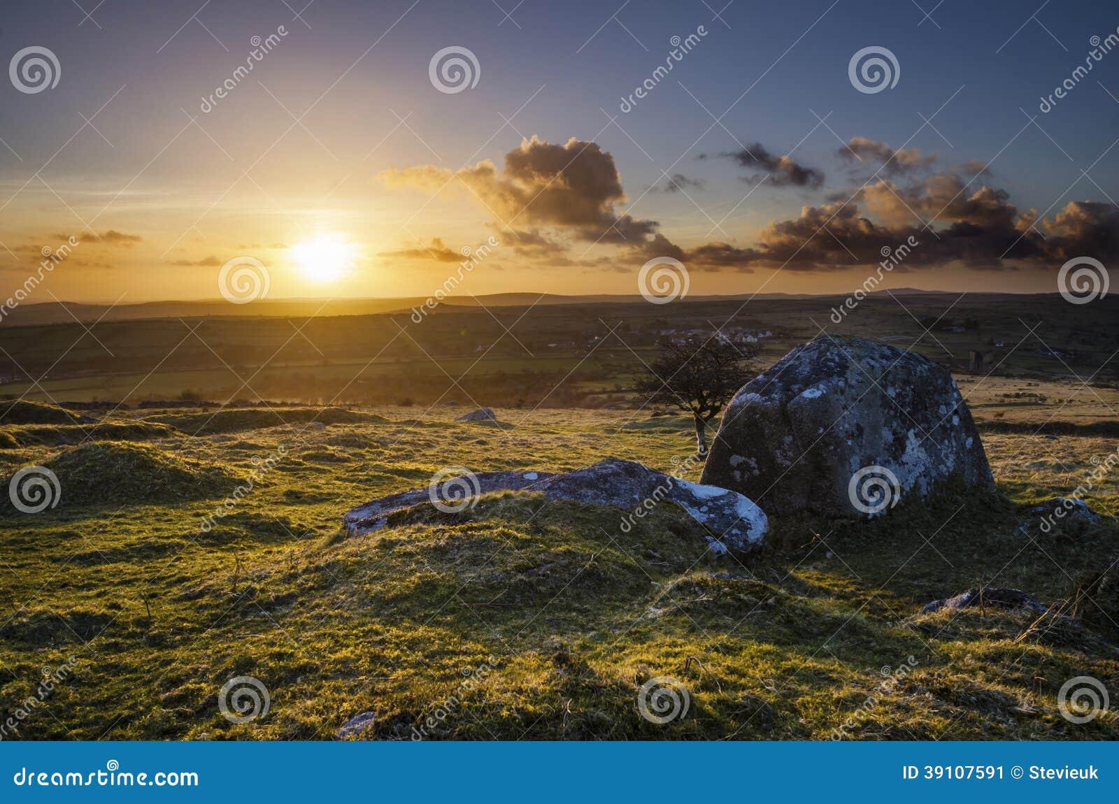 De gouden Heuvel van zonsondergangcaradon, Cornwall, het UK