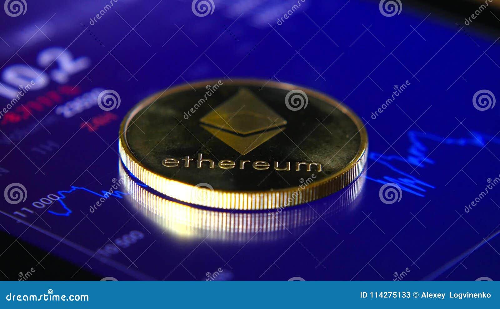 De gouden muntstukken van ethereum op de achtergrond van een grafische voorraad brengen in kaart De Concentratie van de crypto-Mu