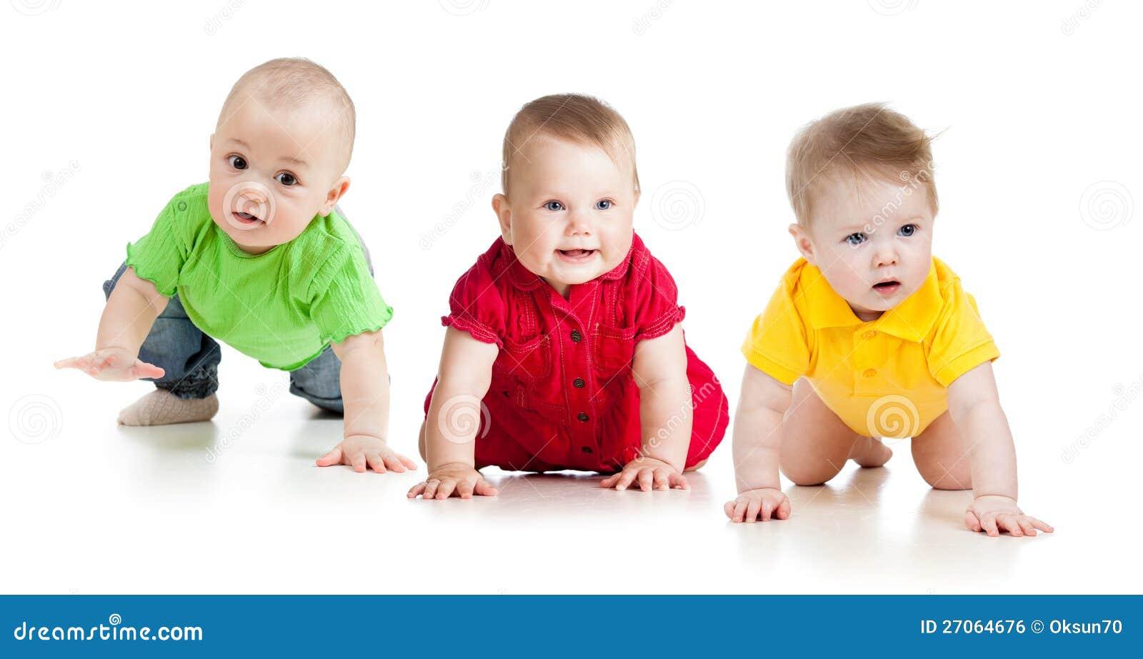 De grappige babys of de peuters dalen op alle fours
