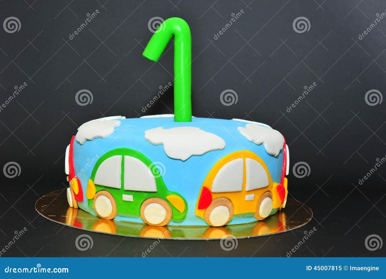 De grappige cake van het de jonge geitjesfondantje van het auto sthema