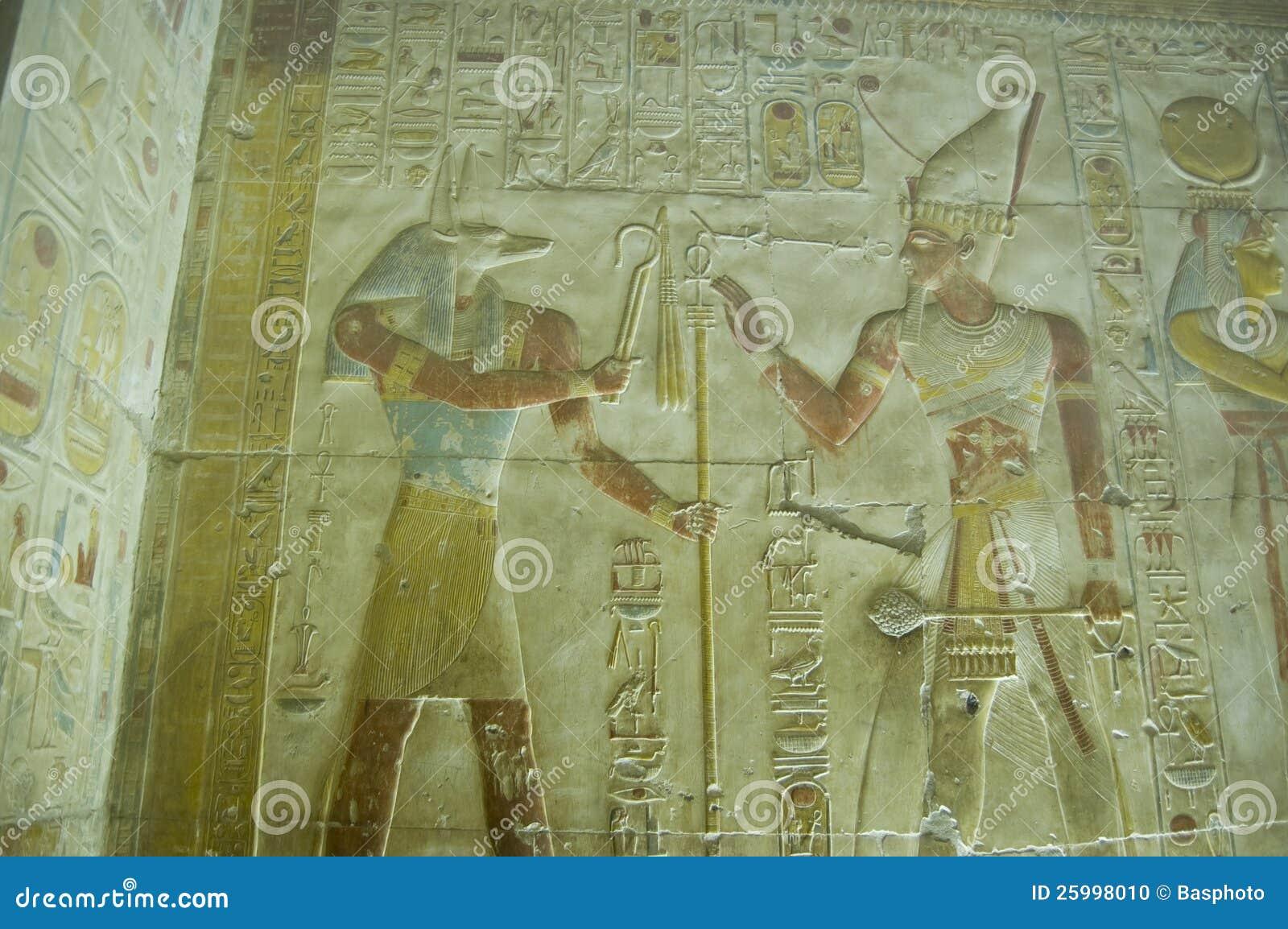 De gravure van Anubis en van de muur Seti
