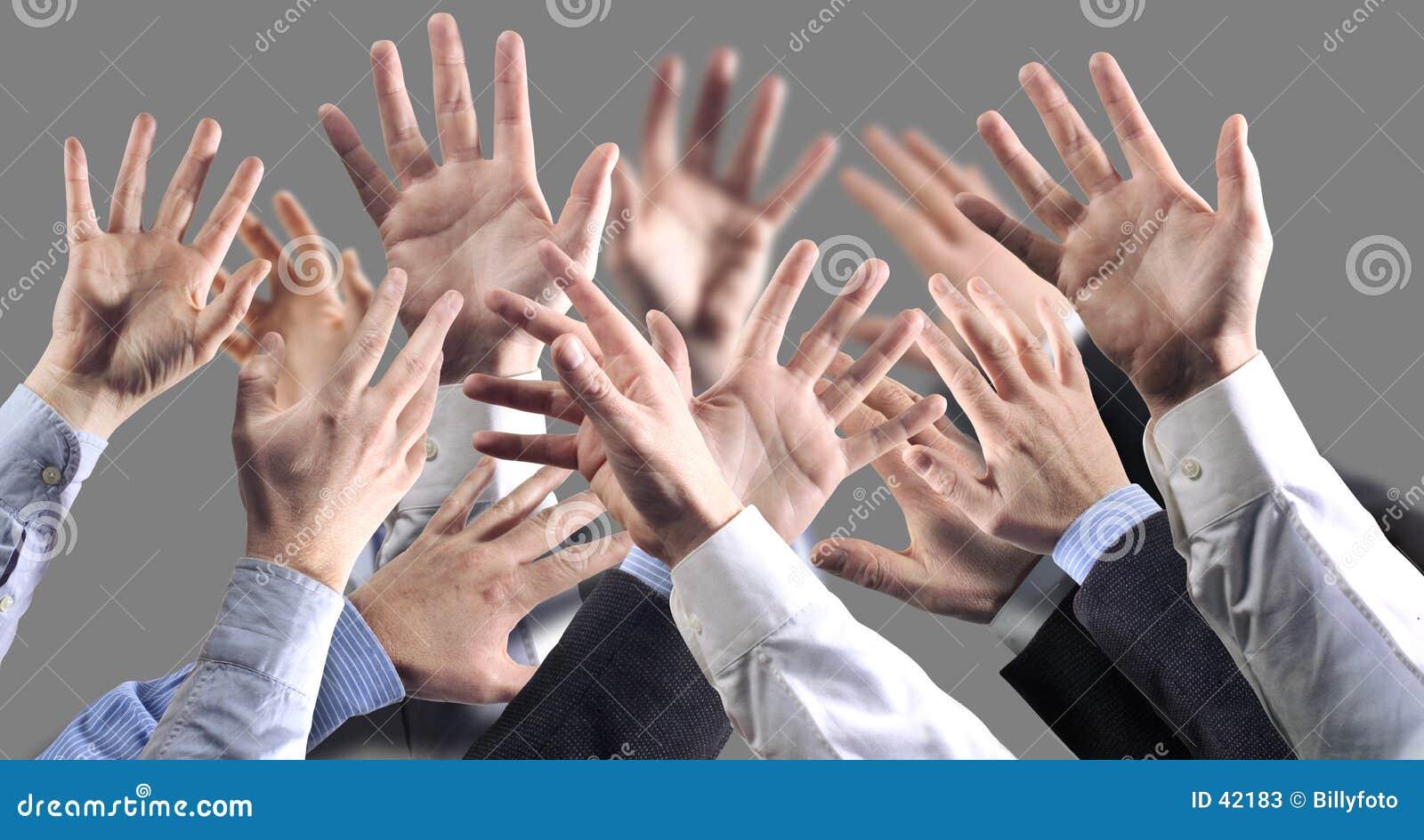 De grijze achtergrond van handen