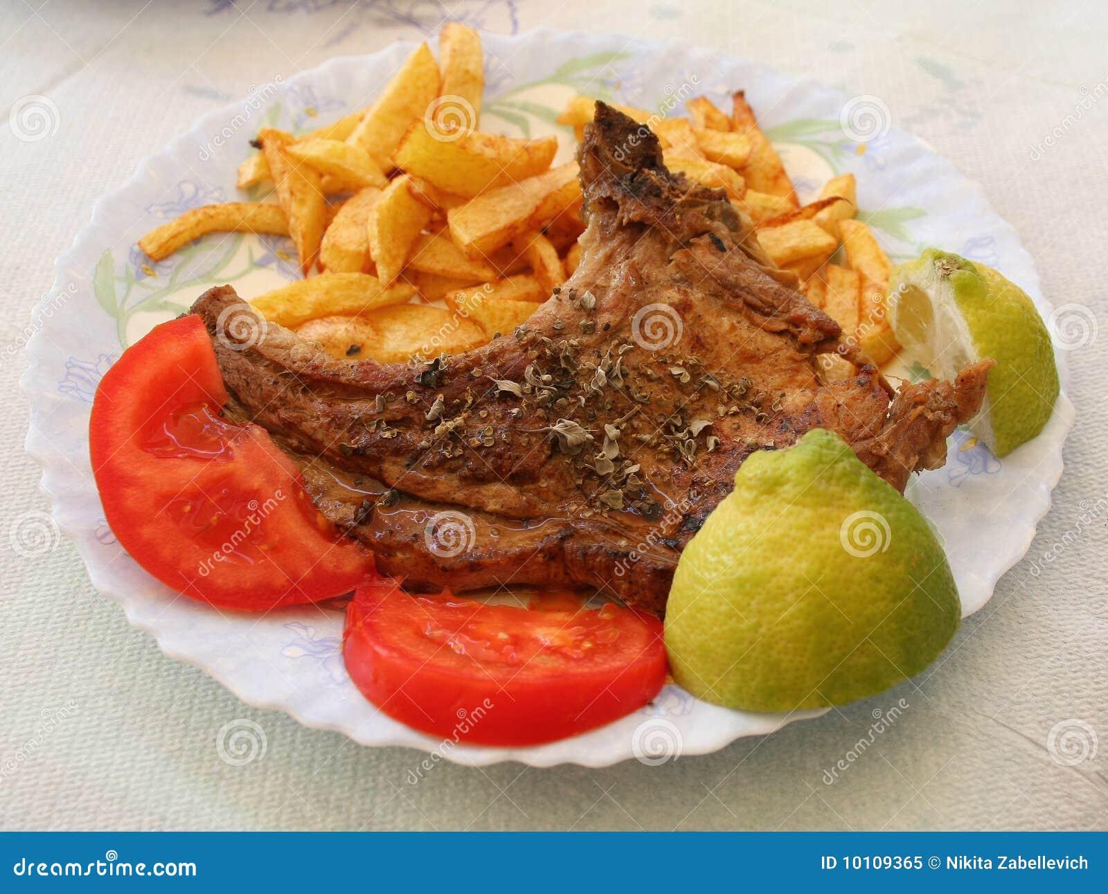 De grill van het vlees op de plaat