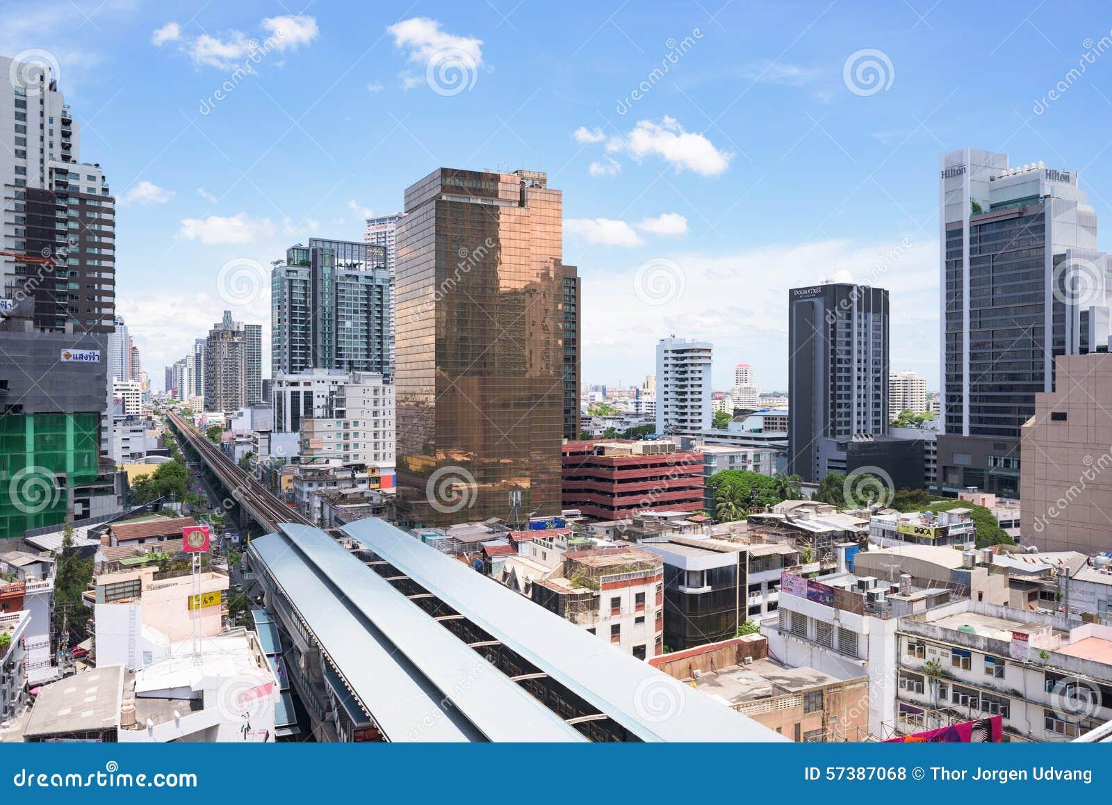De groei langs spoorlijnen in Bangkok