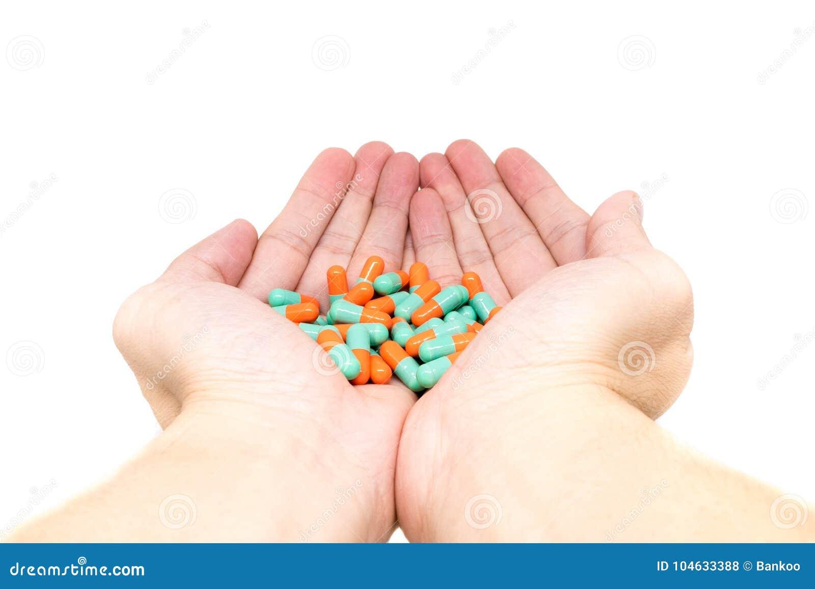 Download De Groene Oranje Capsule Van Kleurenpillen Op Twee Mooie Handen Stock Foto - Afbeelding bestaande uit mooi, hospital: 104633388
