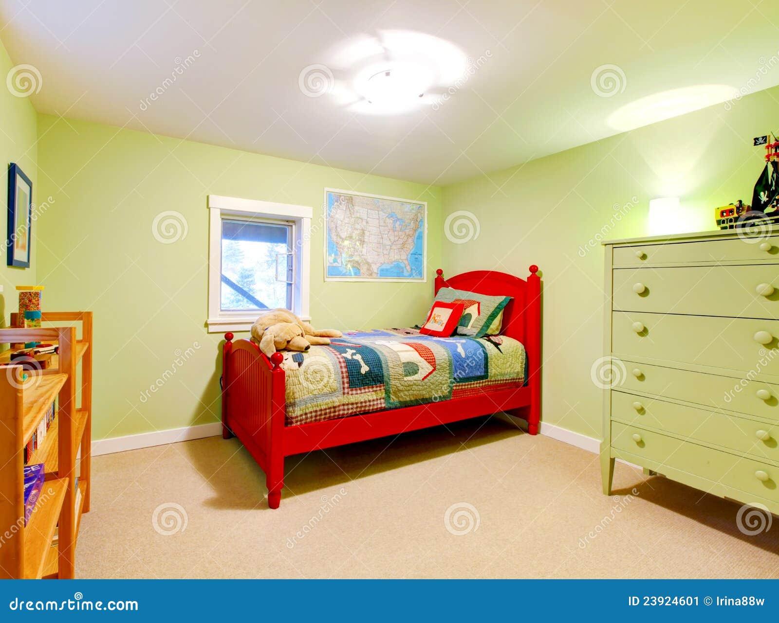 De groene slaapkamer van jongensjonge geitjes met rood bed stock afbeelding afbeelding 23924601 - Model van de slaapkamer ...