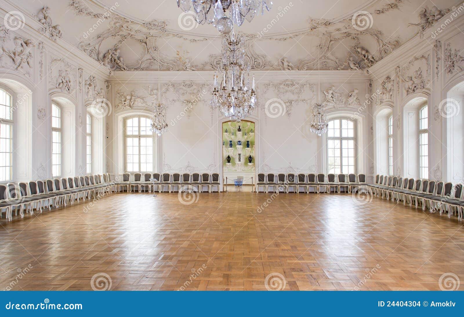 De grote balzaal van de zaal in paleis rundale stock afbeeldingen afbeelding 24404304 - Versiering van de zaal van het tienermeisje van ...