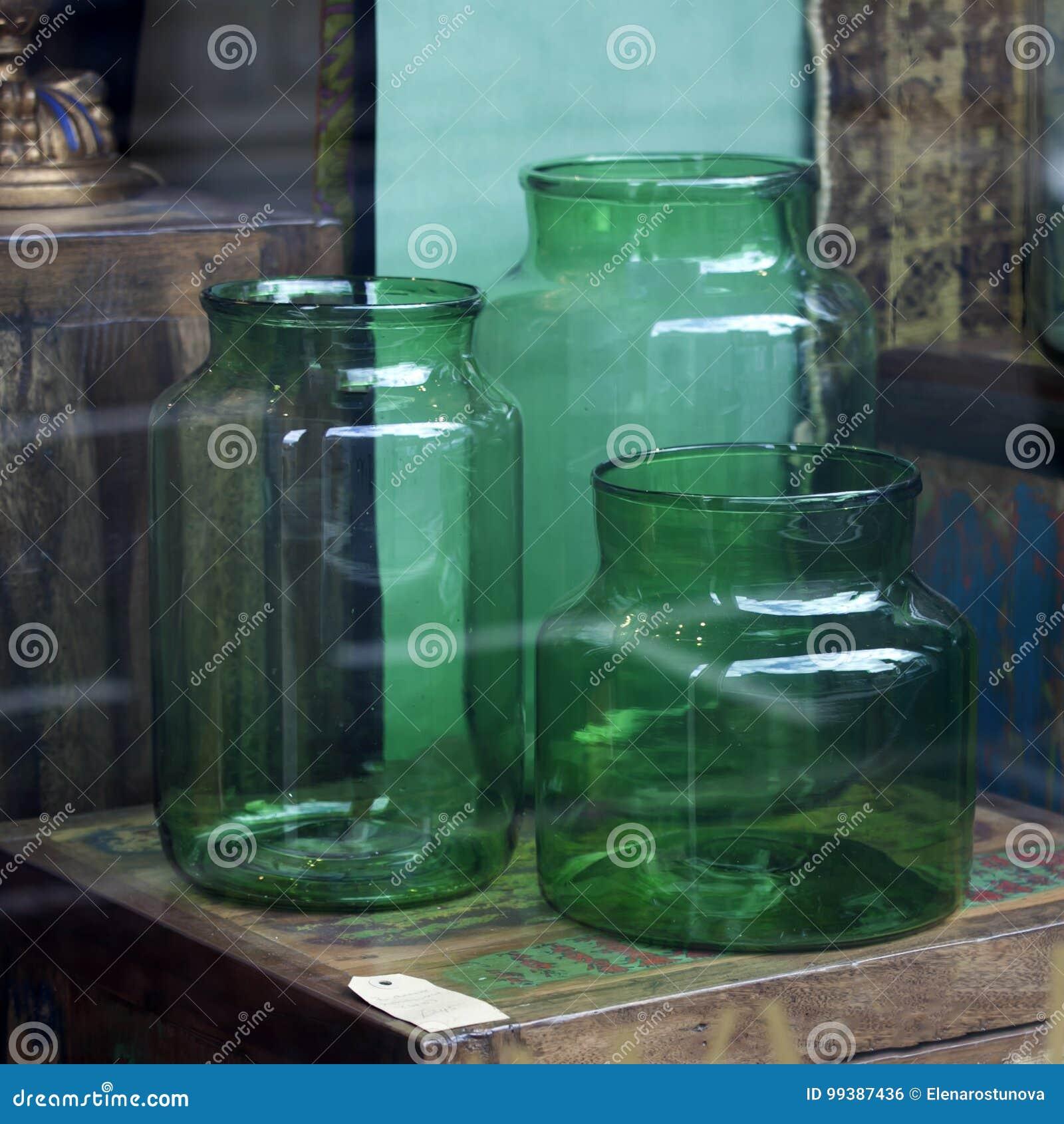 Nieuw De Grote Glas Groene Blikken Die Als Vazen Kunnen Worden Gebruikt RV-21