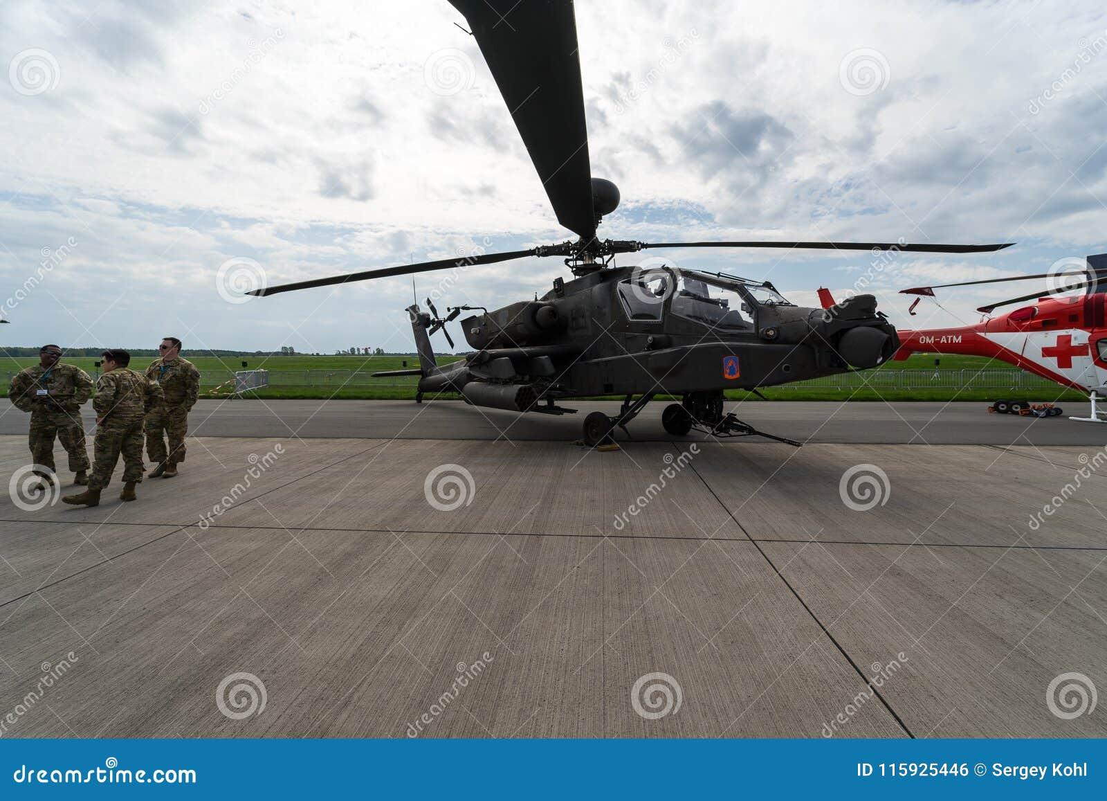 De Grote handboog van Boeing ah-64D Apache van de aanvalshelikopter Ons leger
