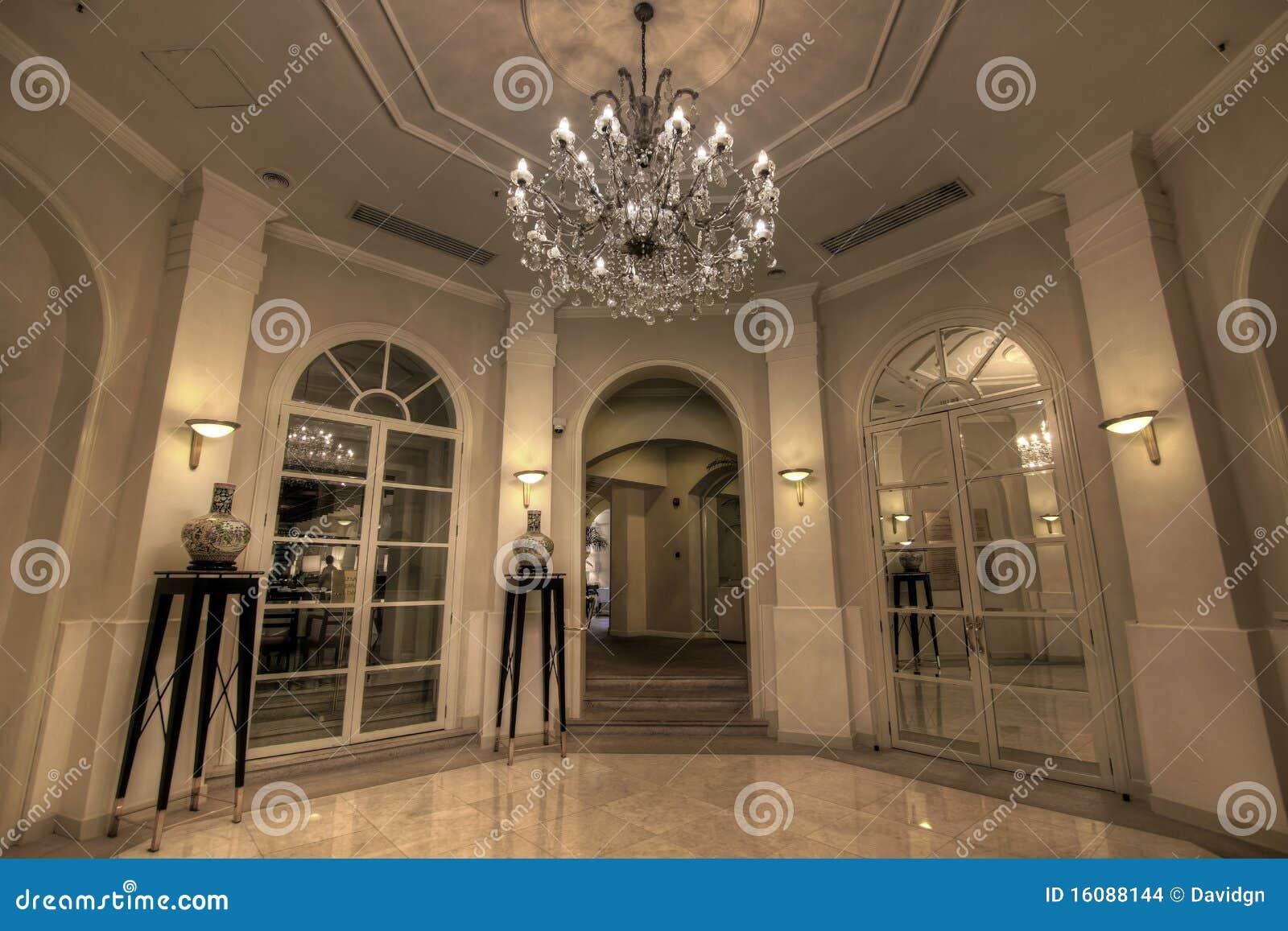 De grote lounge van de hal stock foto afbeelding bestaande uit frans 16088144 for Hal ingang
