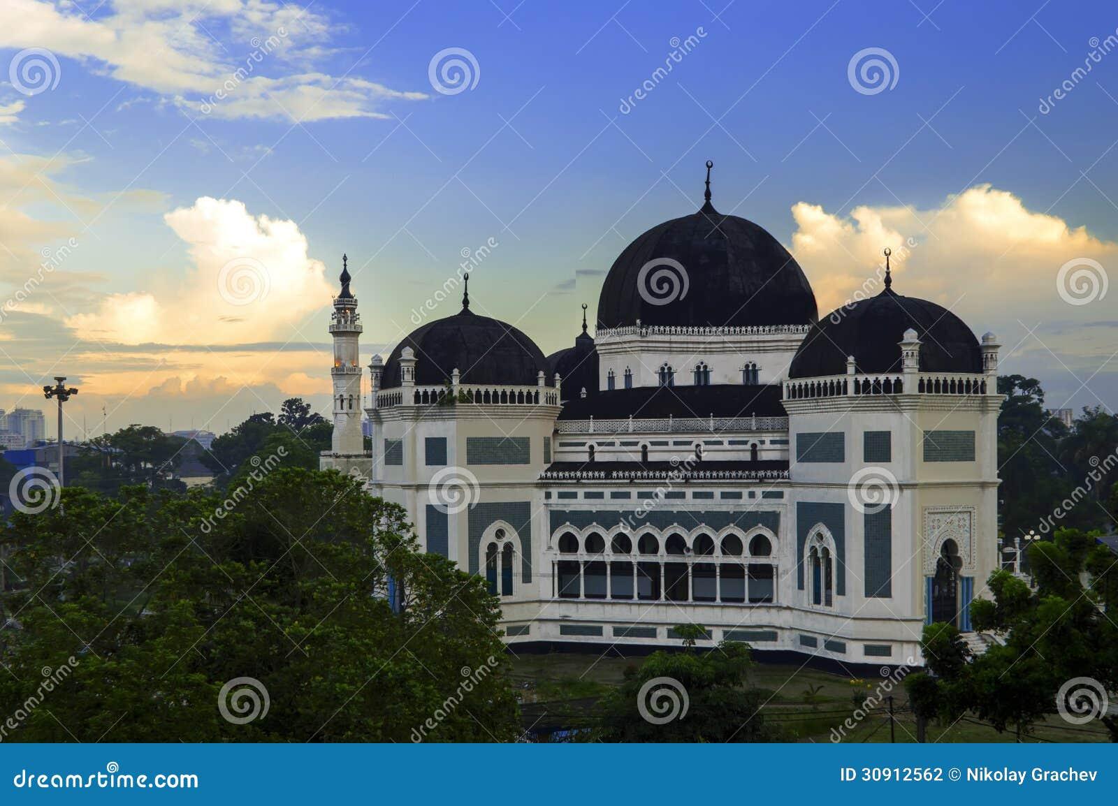 De Grote Moskee van Medan bij Ochtend.