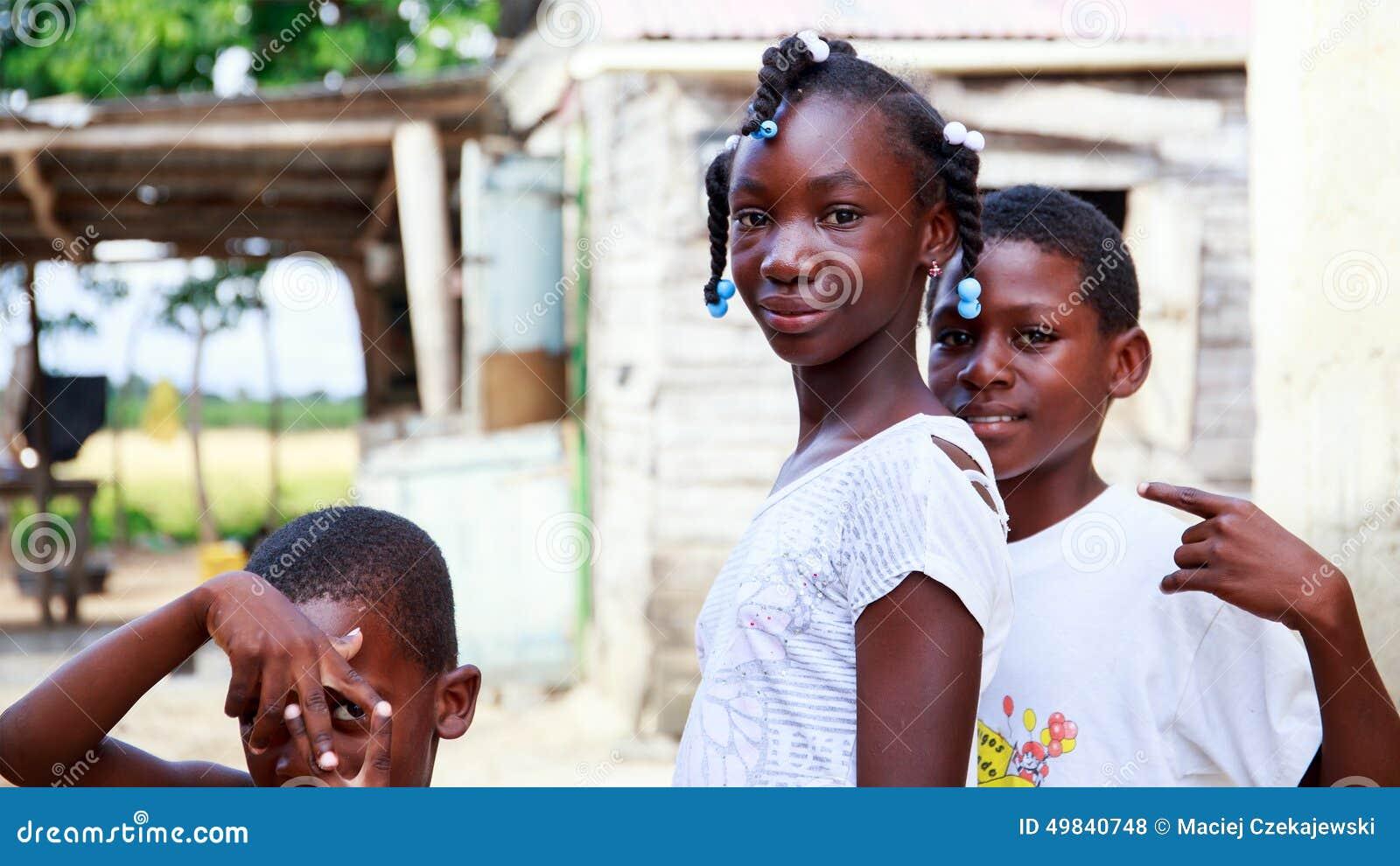 De Haïtiaanse kinderen in vluchteling kamperen