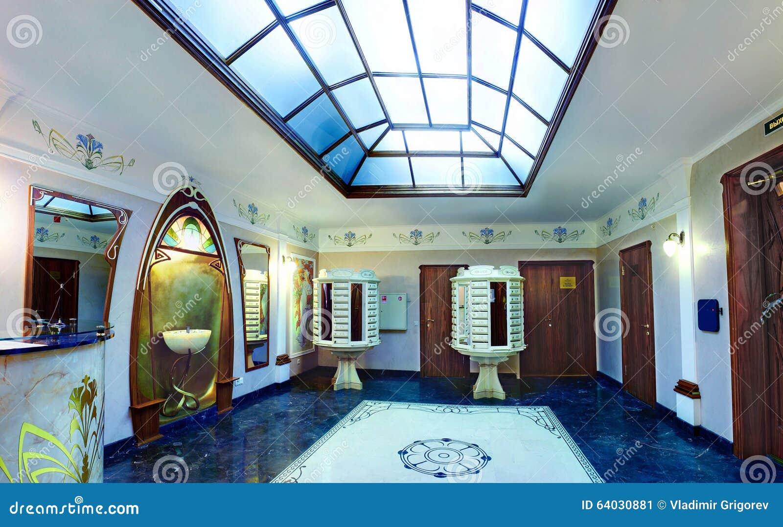 De hal is ingang aan luxe woonhuis flat buildin redactionele foto