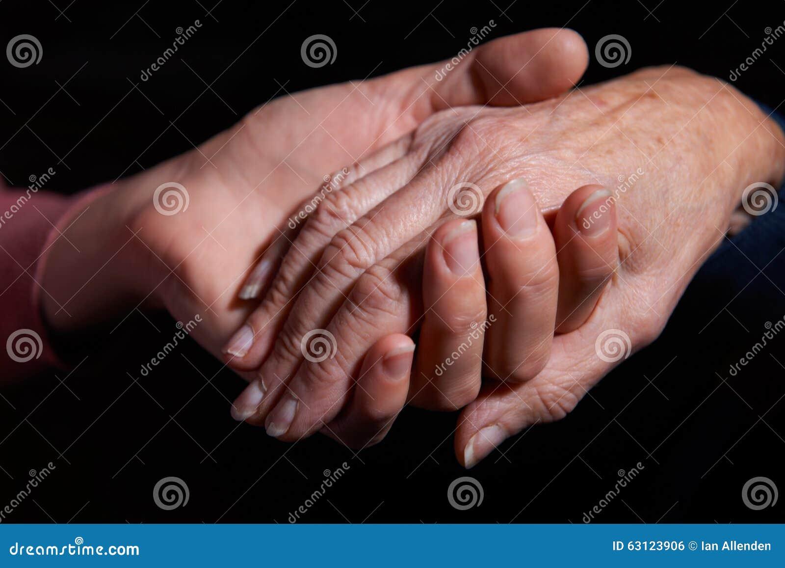 De Hand van de jonge Vrouw van de Vrouwenholding Oudere