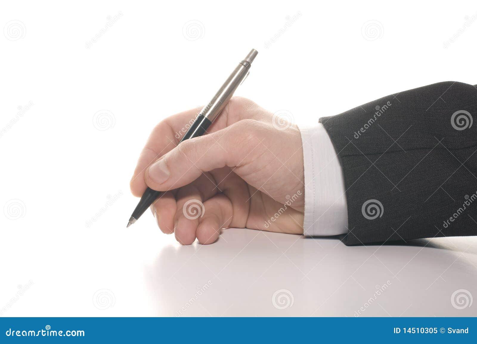 De hand van de zakenman het ondertekenen
