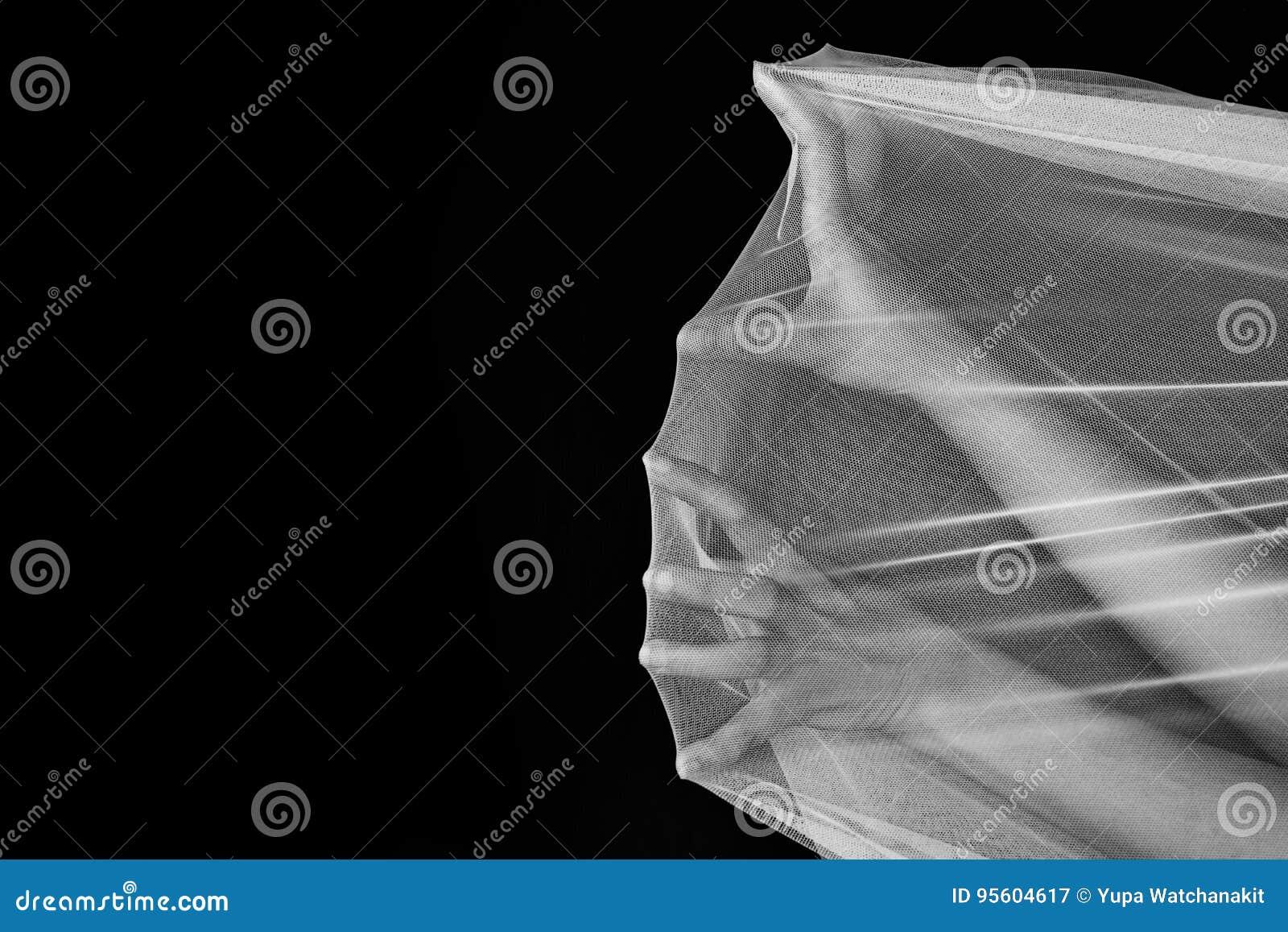 De hand van vrouwenstrijd in netto, probeert om in witte toon weg te gaan