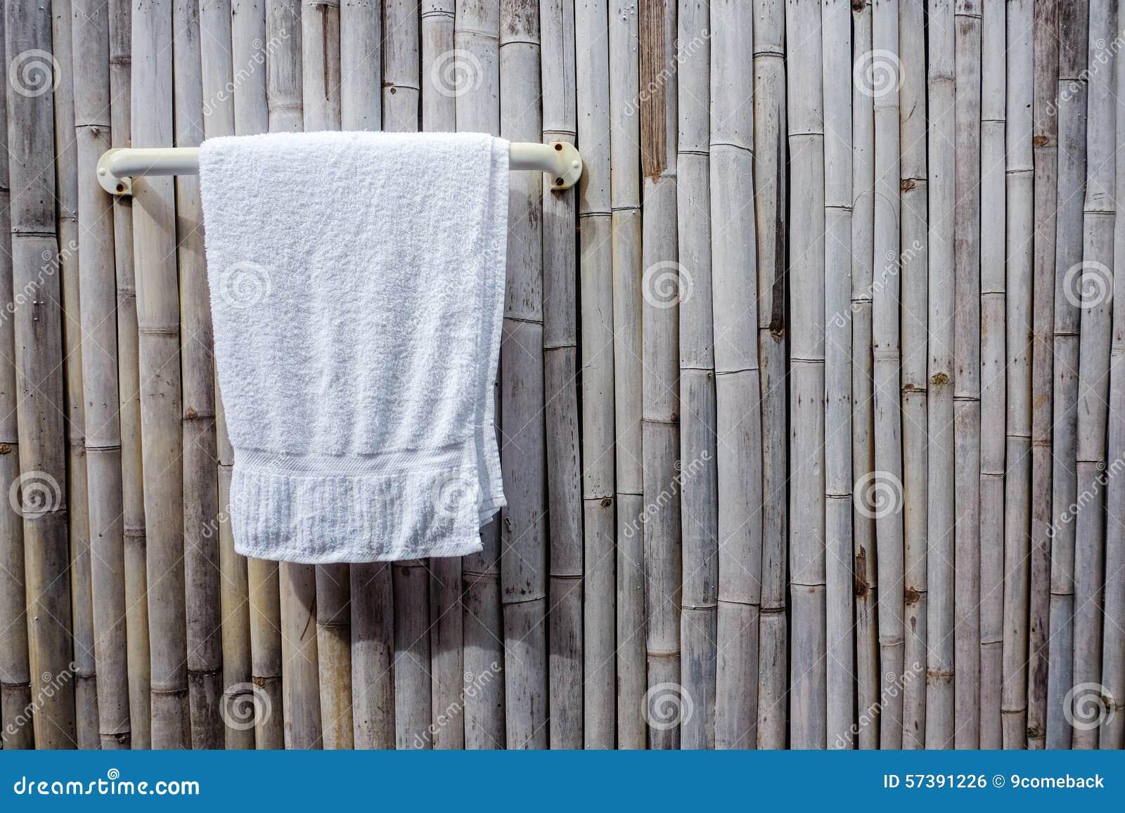 De handdoek hangt