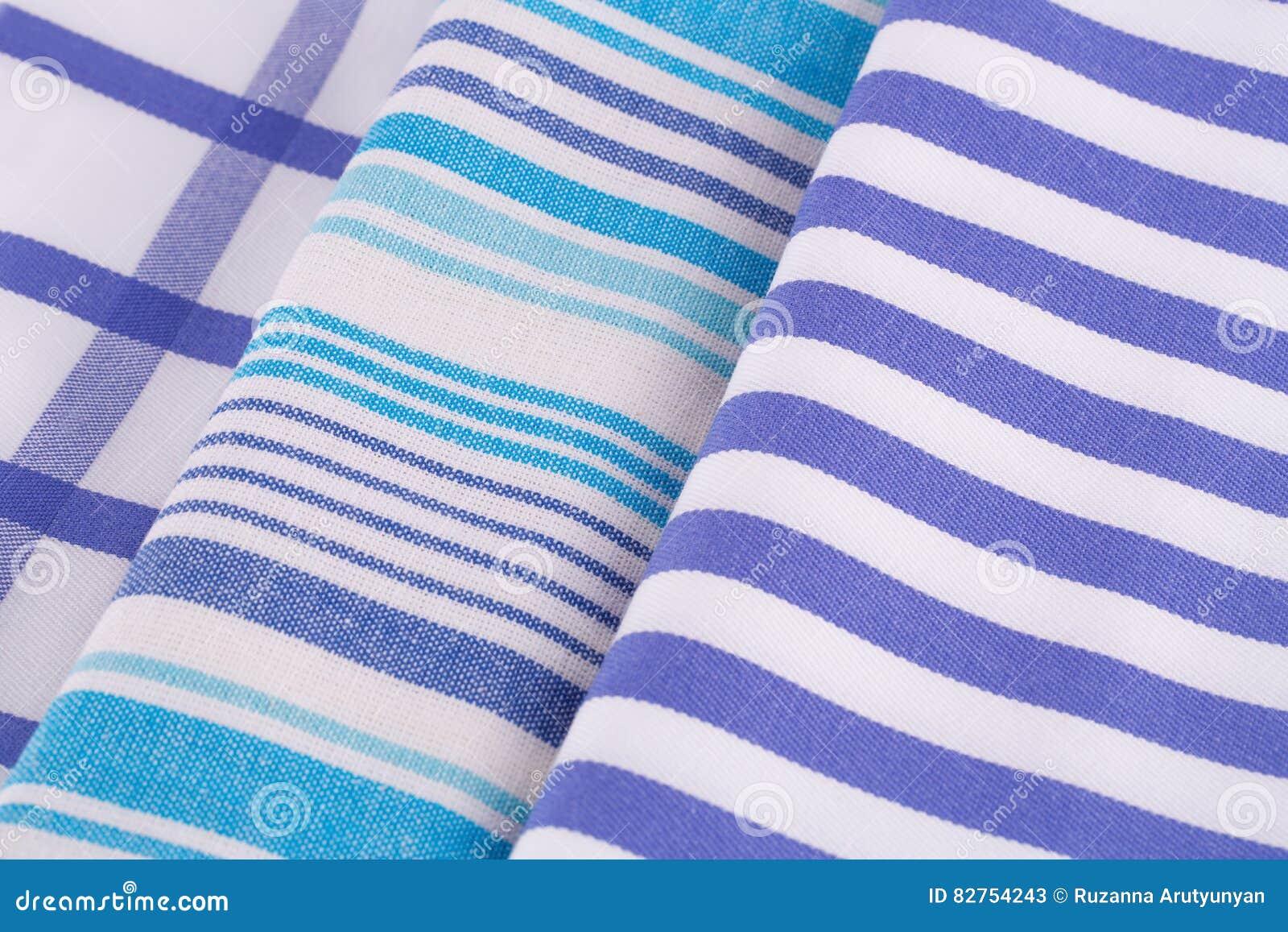 De handdoeken van de keuken stock foto afbeelding 82754243 - Keuken blauw en wit ...