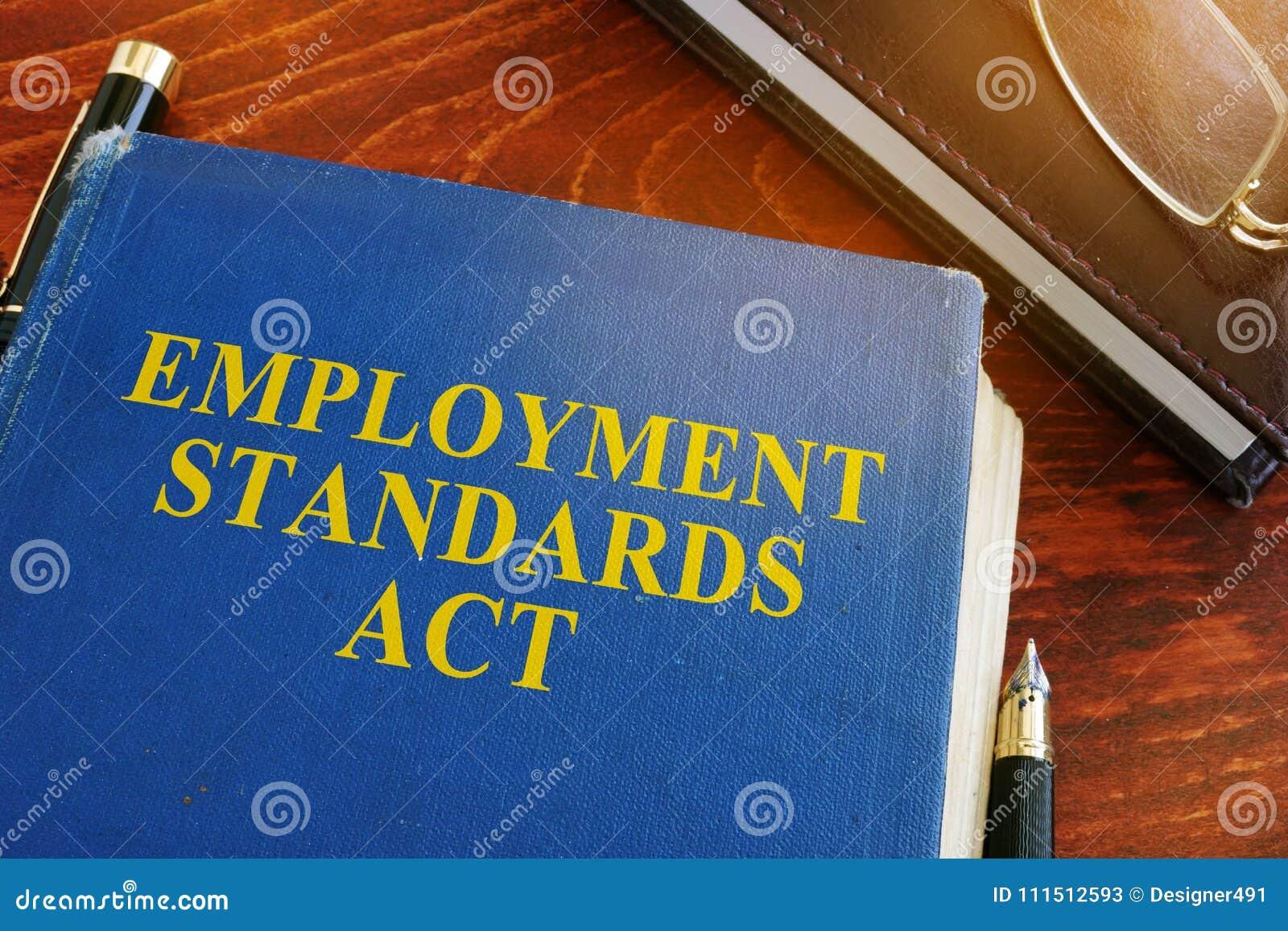 De handeling en de glazen van werkgelegenheidsnormen