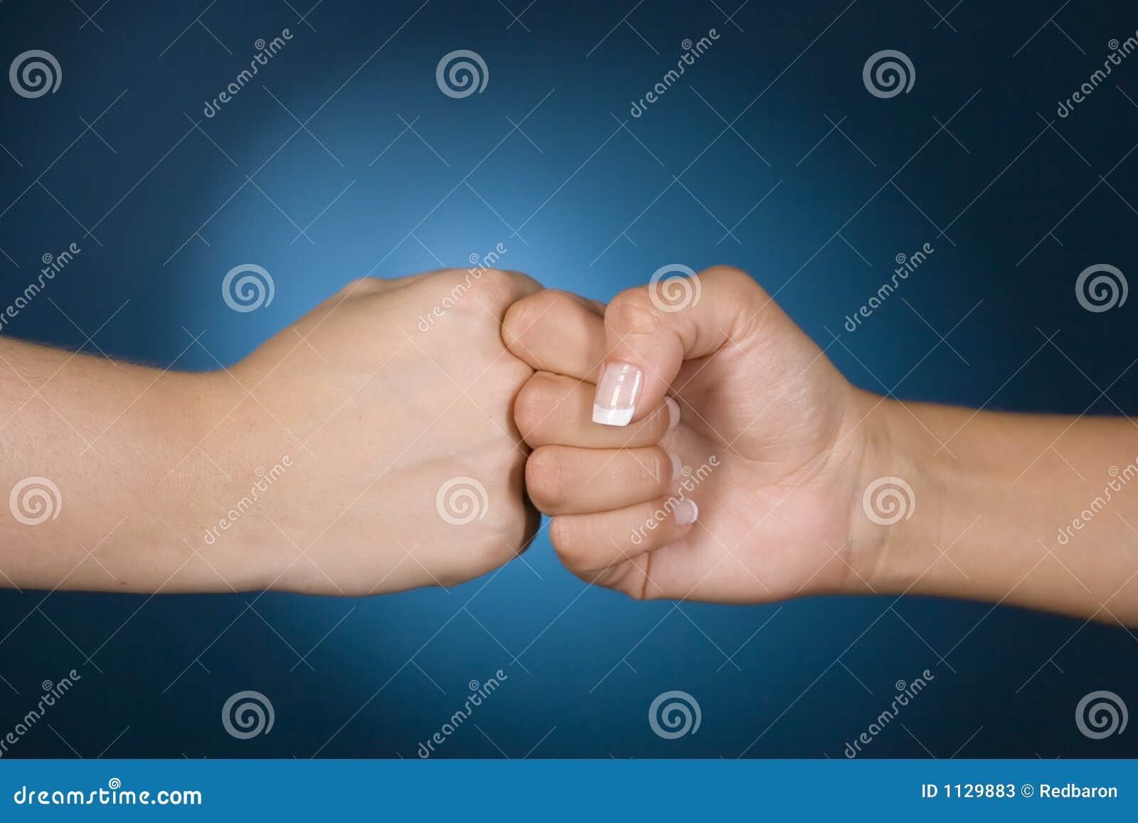 De handen tonen de concurrentie