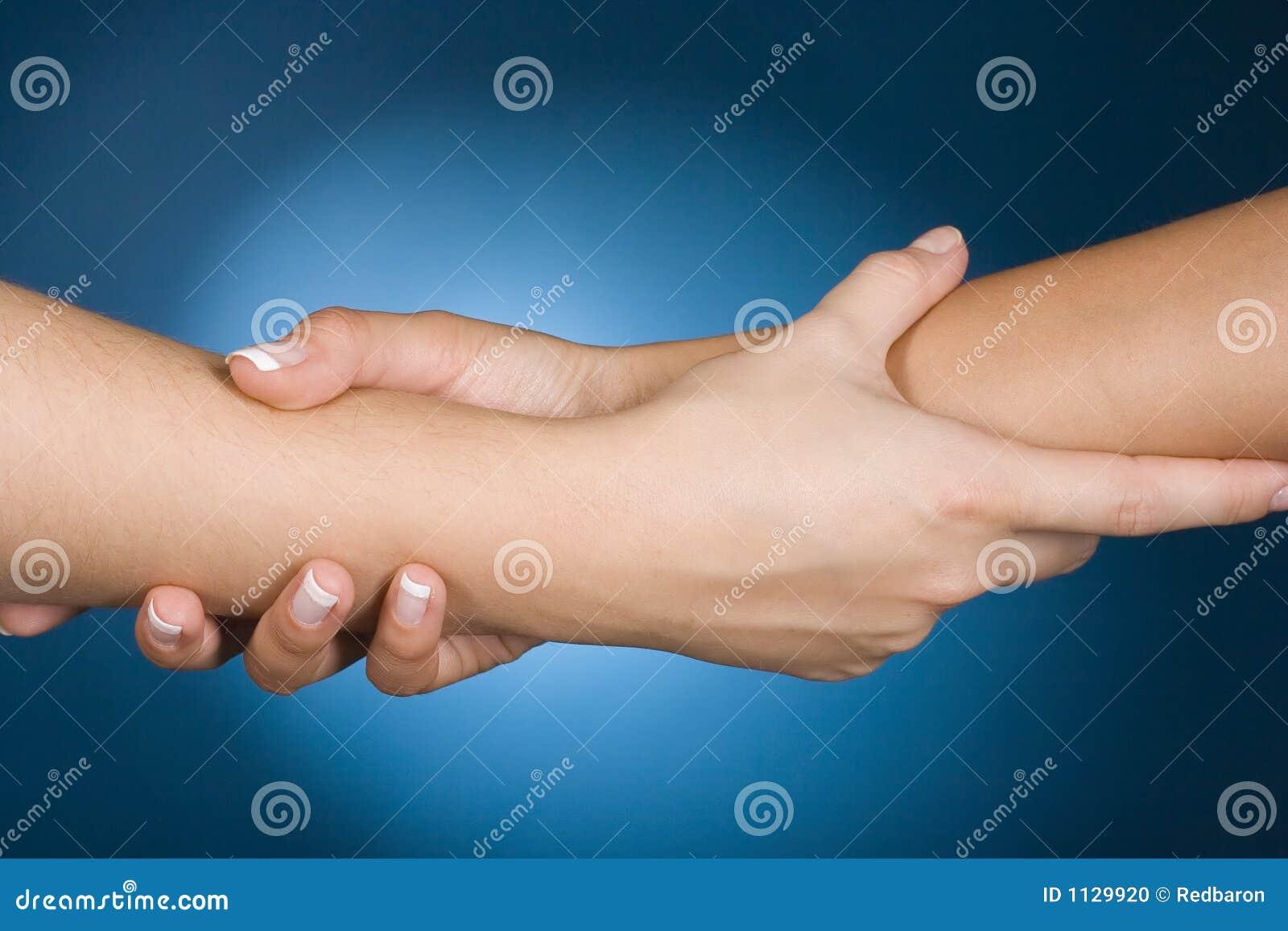 De handen tonen hulp
