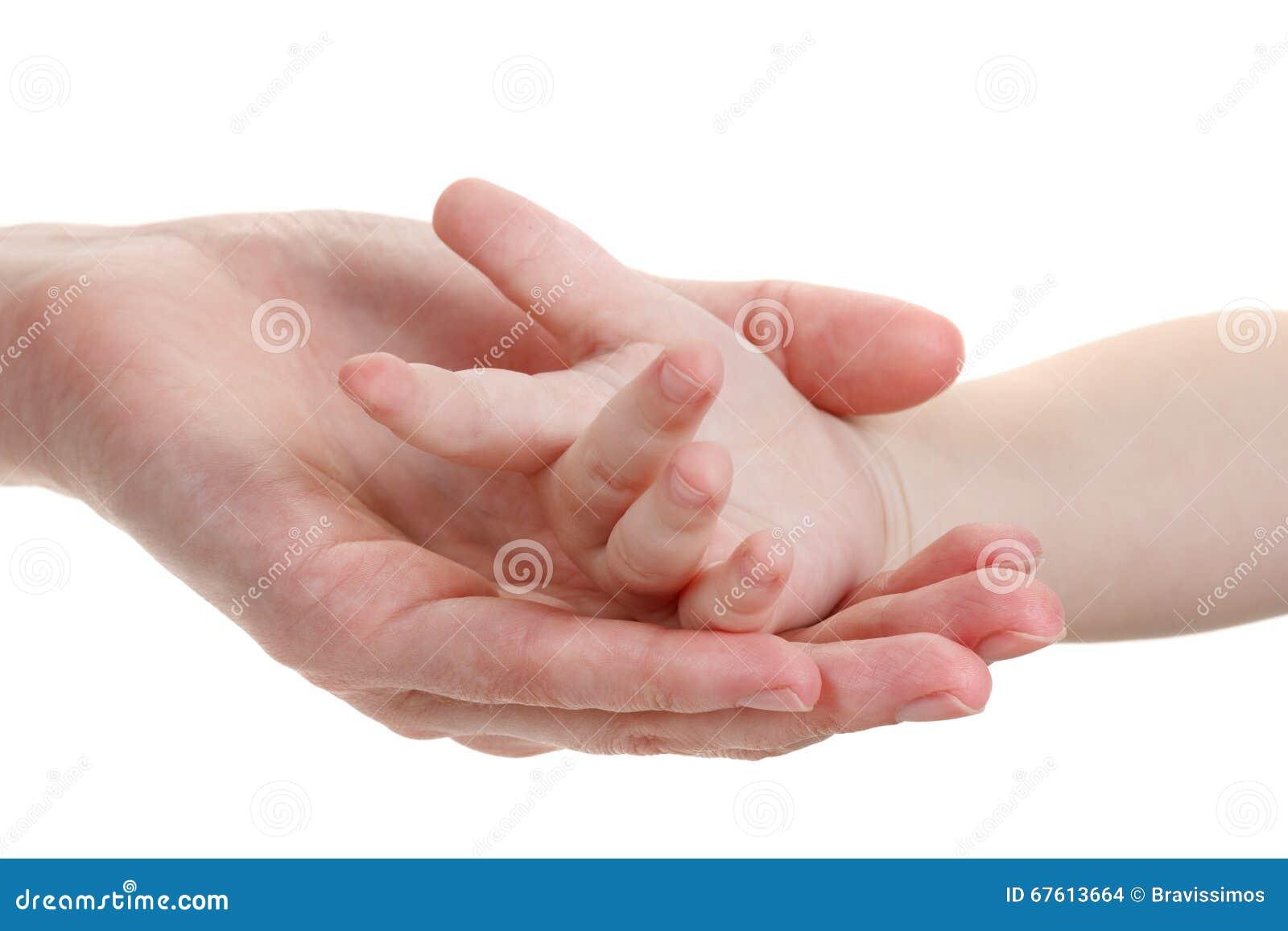 De handen van de baby en van moeders die op wit worden geïsoleerdw