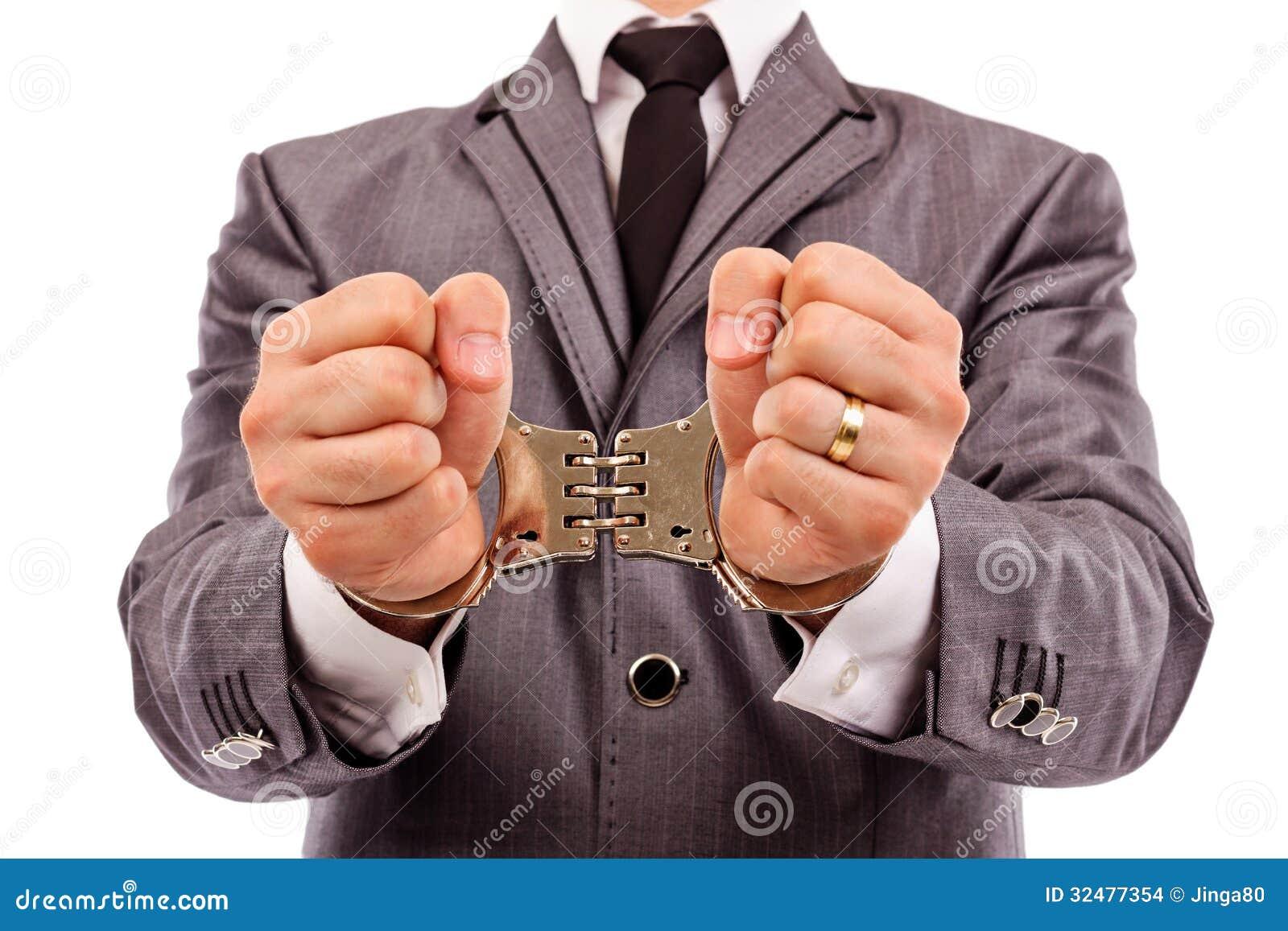 De handen van de zakenman met handcuffs